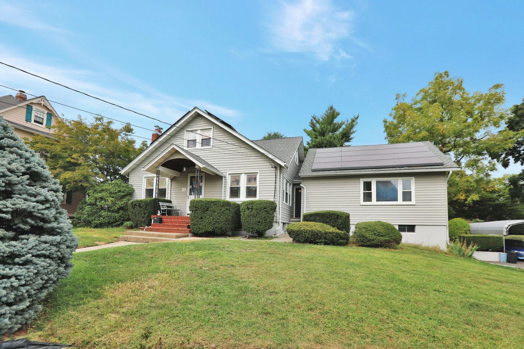 Single Family Homes för Försäljning vid Welcome Home! 58 Larch Ave, Dumont, New Jersey 07628 Förenta staterna