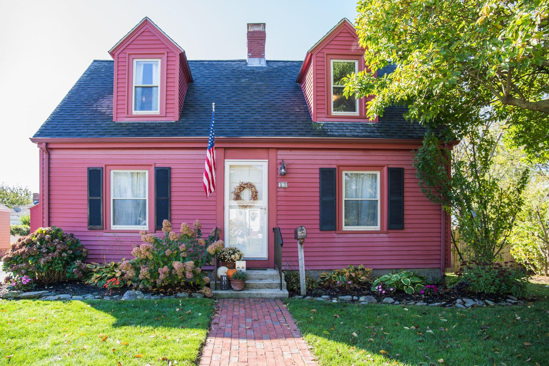 Single Family Homes 为 销售 在 Charming Cape on Middletown/Newport Line 15 Dudley Avenue S 米德尔敦, 罗得岛 02842 美国