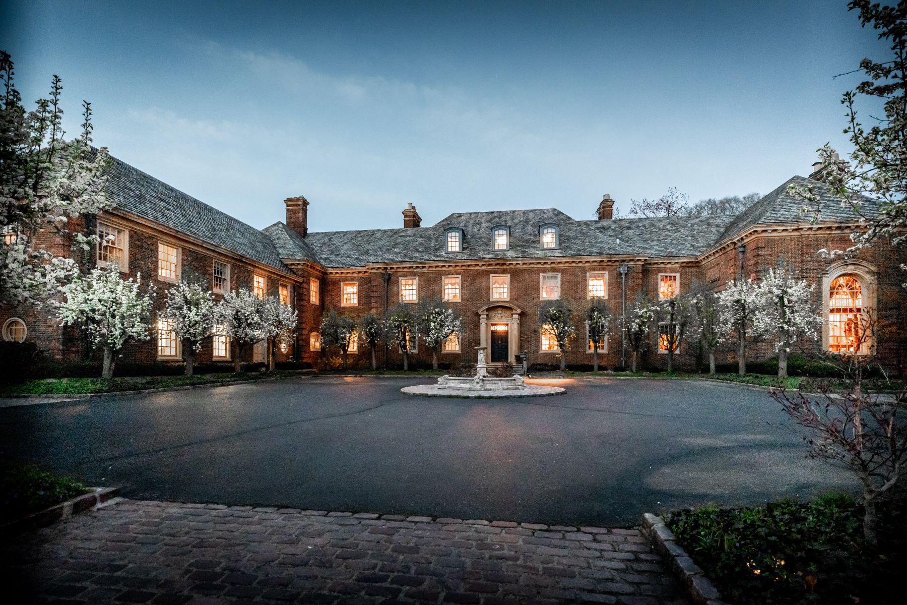 Single Family Homes 為 出售 在 Grosse Pointe Park 15530 Windmill Pointe Drive, Grosse Pointe Park, 密歇根州 48230 美國