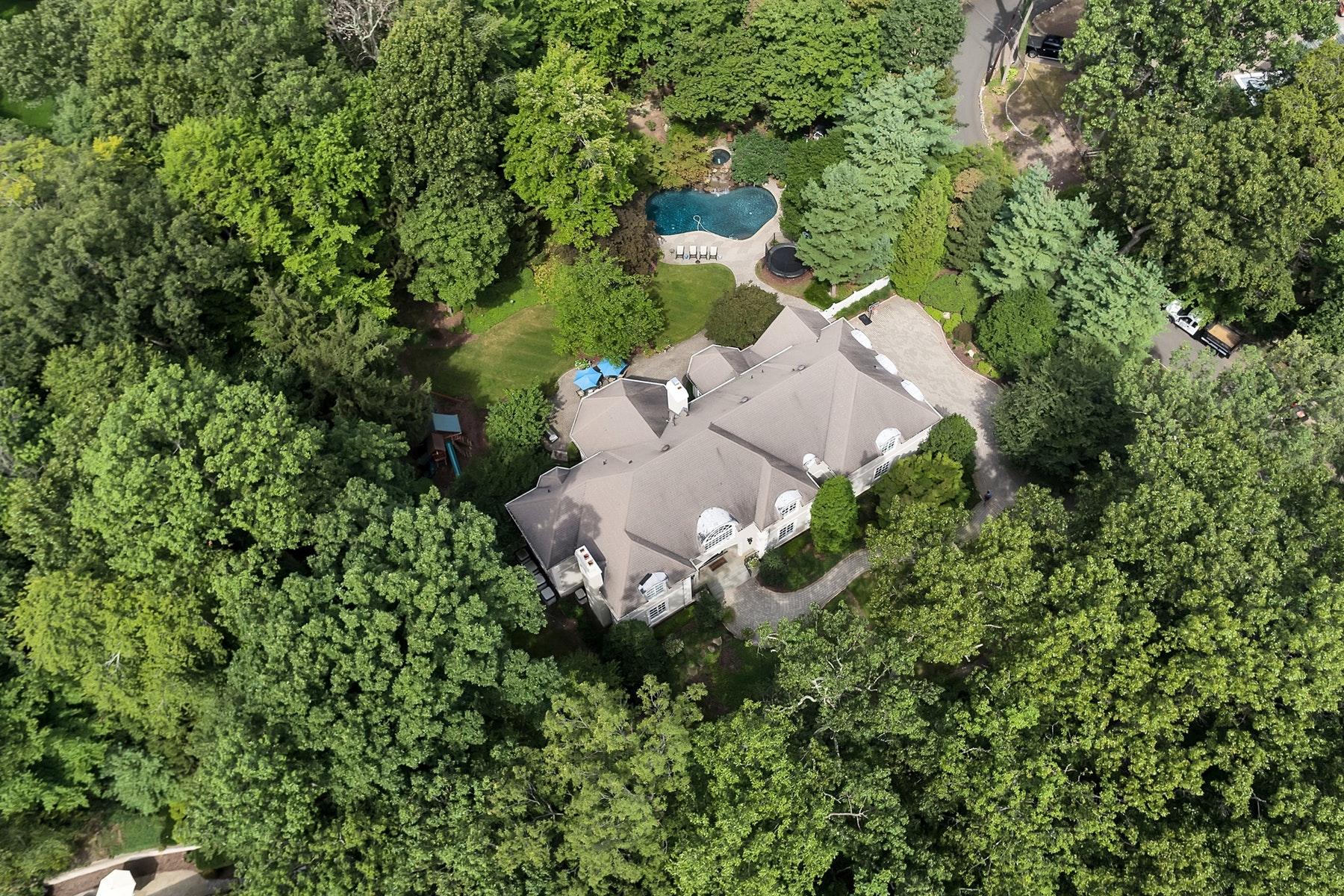 Single Family Homes för Försäljning vid Sophisticated Elegance 164 North Murray Ave, Ridgewood, New Jersey 07450 Förenta staterna