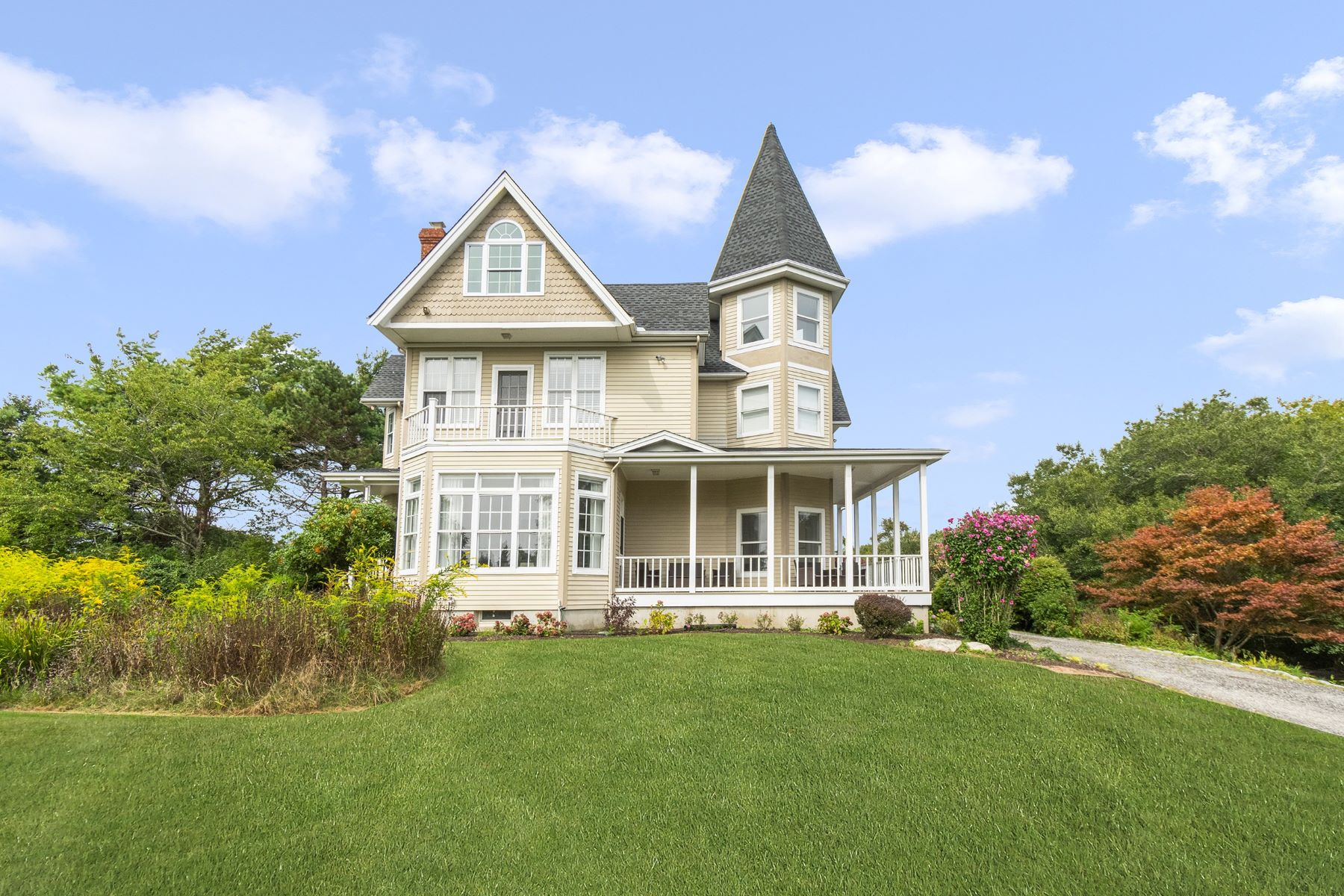 Single Family Homes for Sale at 51 Sunset Boulevard, Narragansett, RI 51 Sunset Boulevard Narragansett, Rhode Island 02882 United States