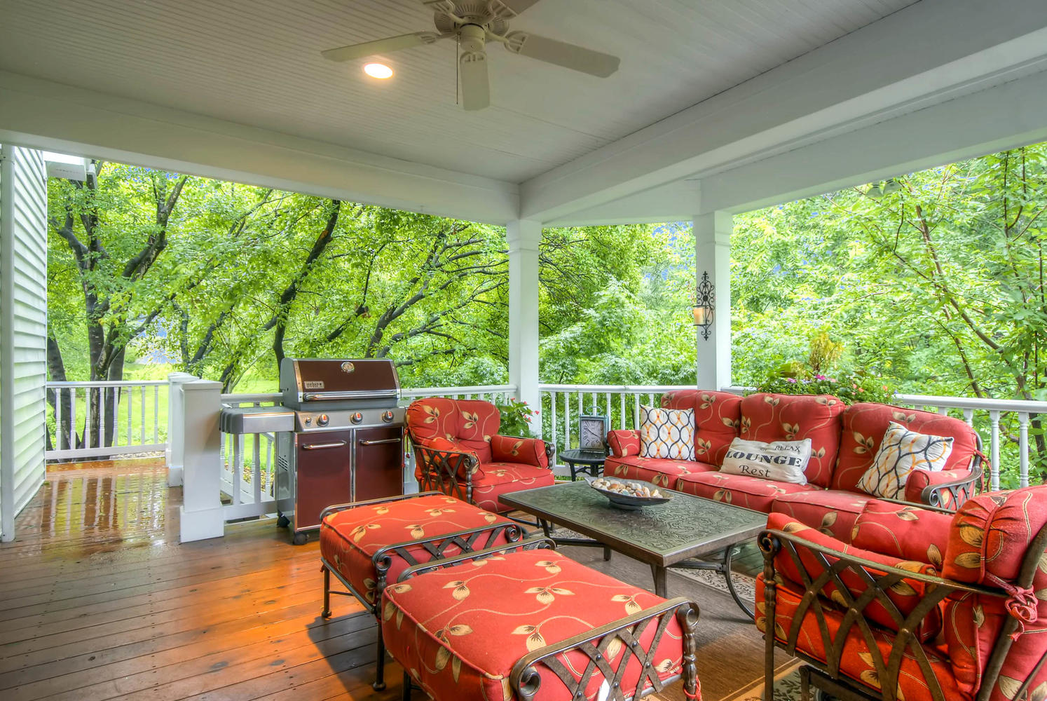 Additional photo for property listing at Magnificent Frontenac Renovation in Gated Community with Pool 49 Manderleigh Estates Court Frontenac, Missouri 63131 United States