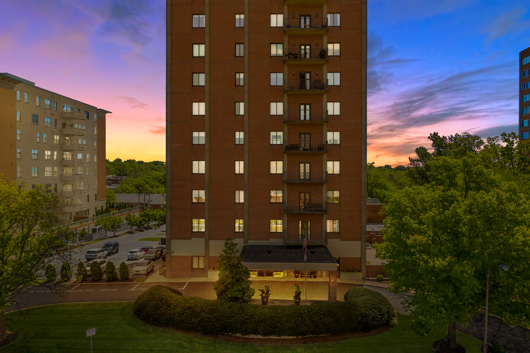 Condominiums for Sale at Spacious Highrise Condo in Clayton 816 South Hanley Road, 2A Clayton, Missouri 63105 United States