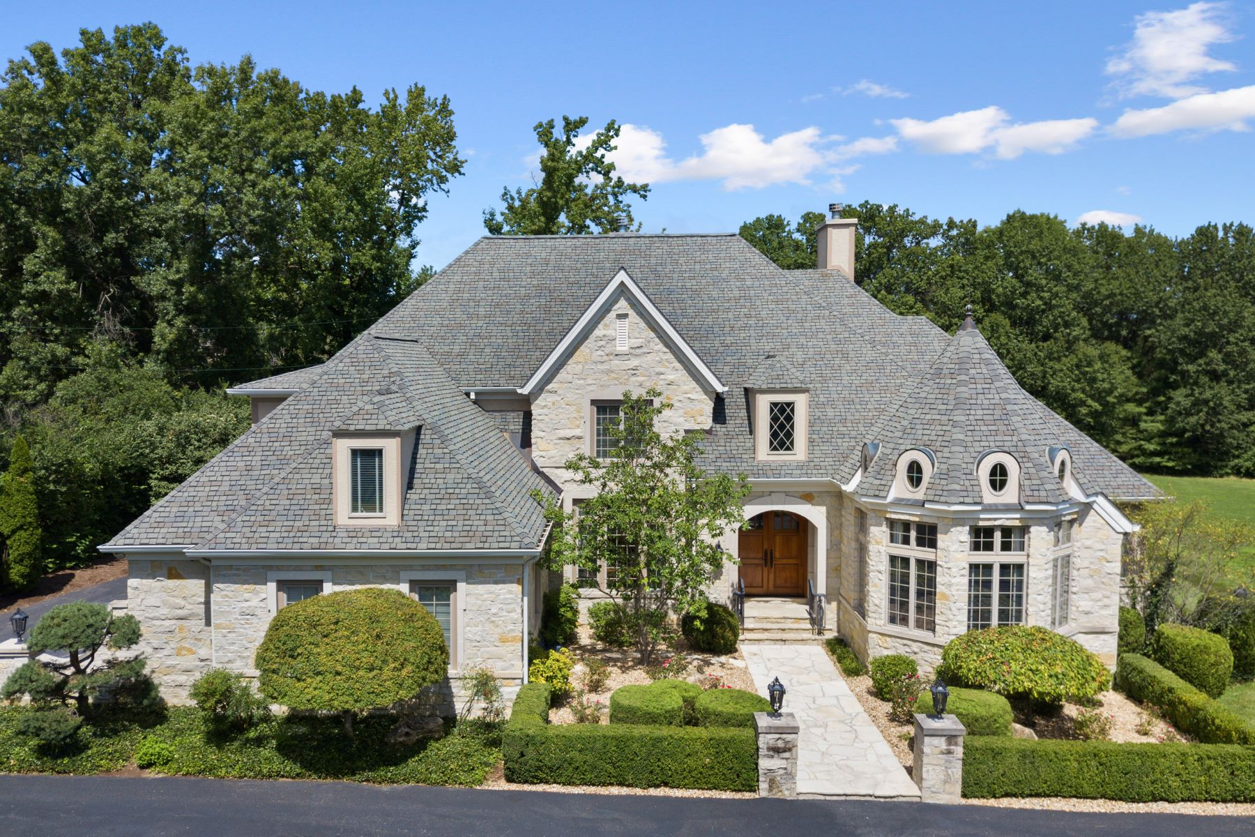 Single Family Homes for Sale at Outstanding Private Gated Stone 1.5 Story 10831 Ladue Road Creve Coeur, Missouri 63141 United States
