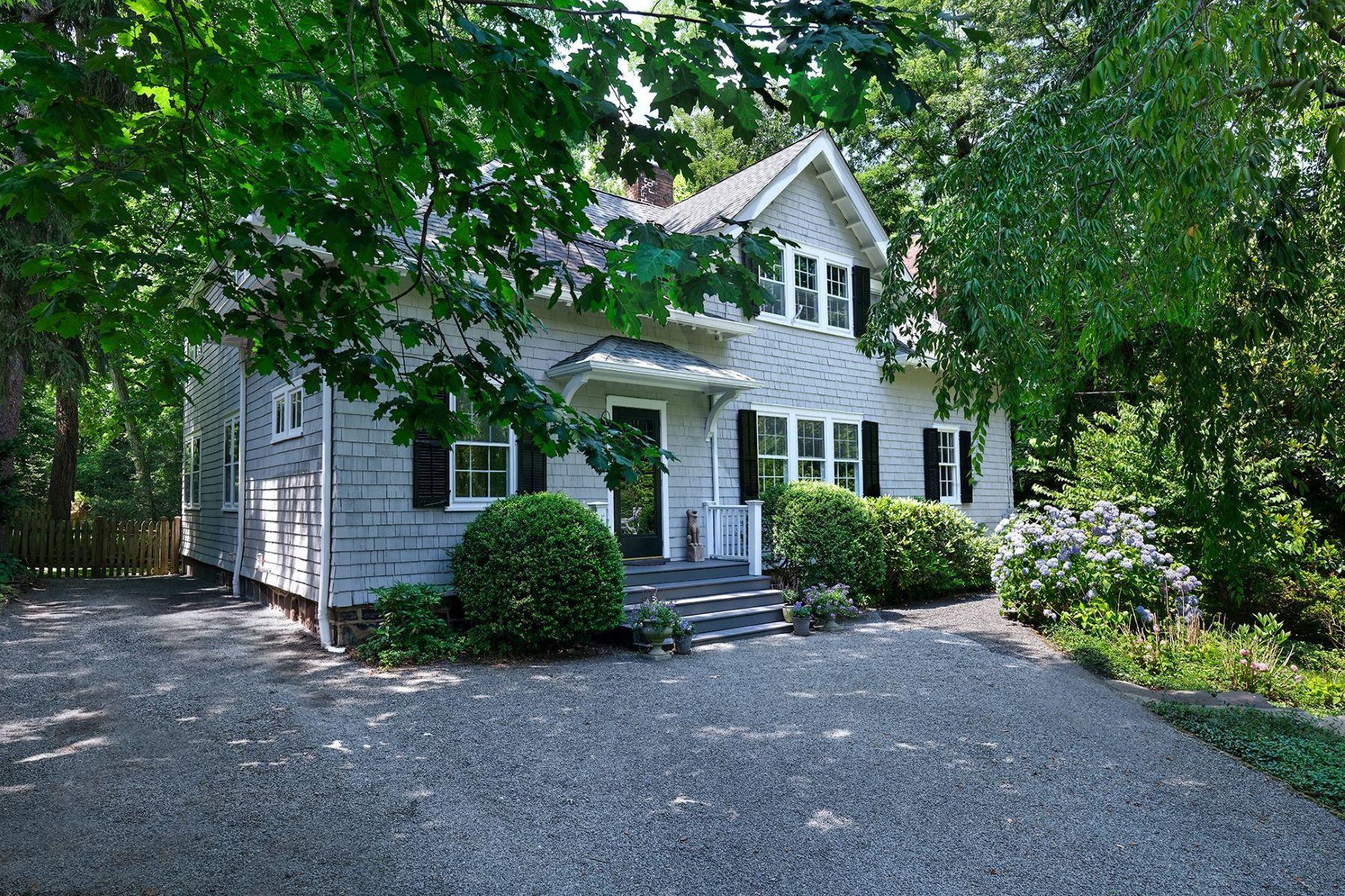 Single Family Homes για την Πώληση στο Chic and Shingled in the Western Section 104 Bayard Lane, Princeton, Νιου Τζερσεϋ 08540 Ηνωμένες Πολιτείες