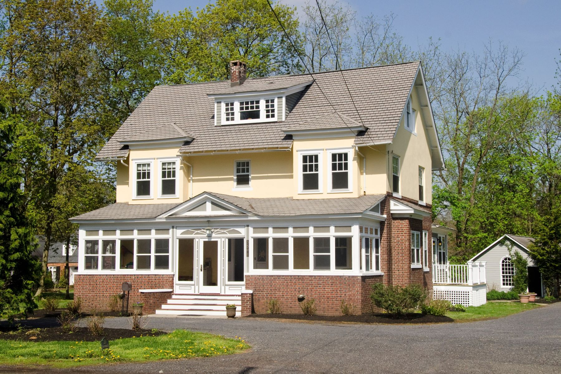 Single Family Homes 용 매매 에 Updated Arts & Crafts 6 bedroom Home Renovated studio w/ full bath, 2-story barn 3501 Lawrenceville Road, Princeton, 뉴저지 08540 미국