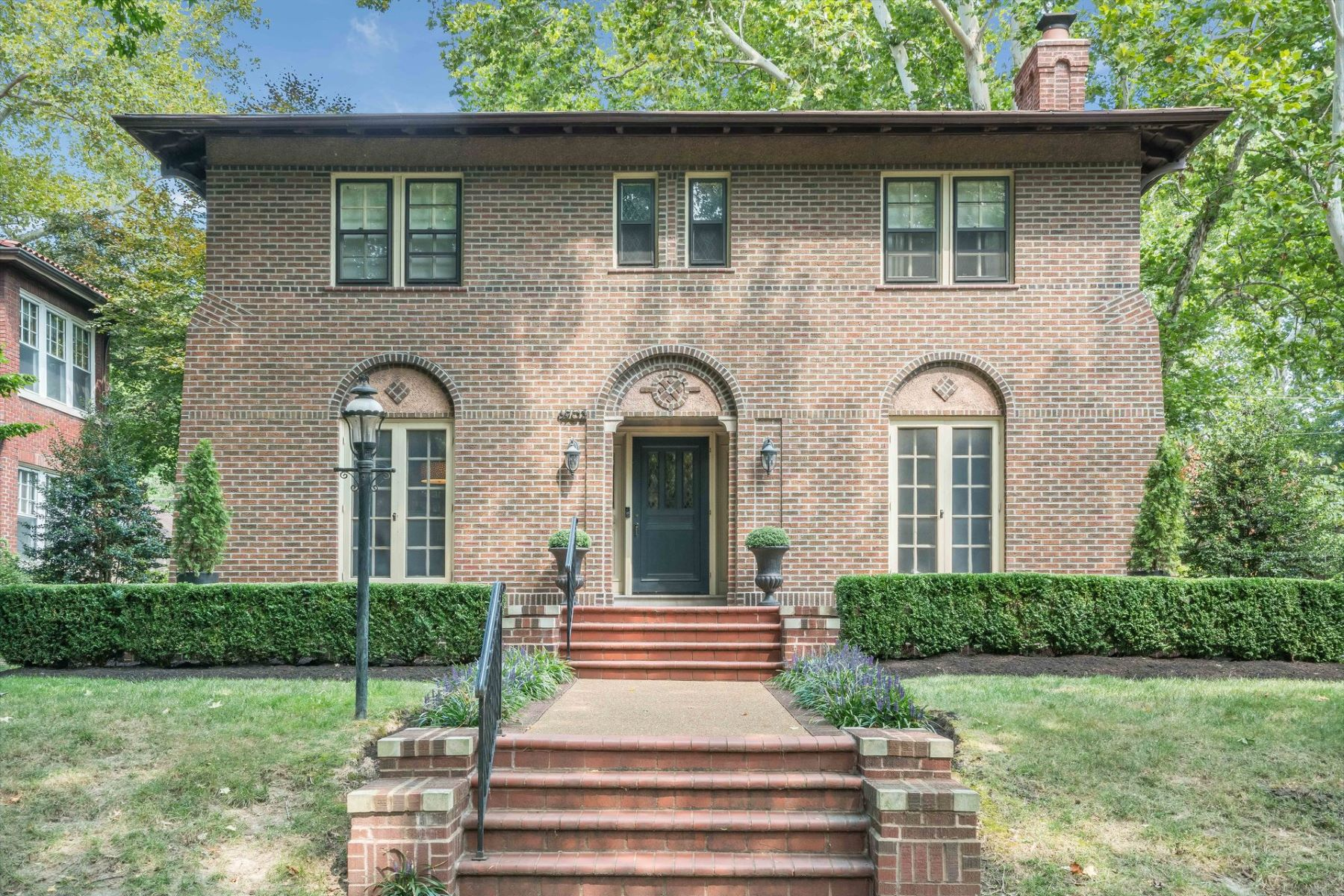 Single Family Homes for Sale at Stately Elegant Home In Coveted Ames Place 6903 Waterman Avenue, University City, Missouri 63130 United States