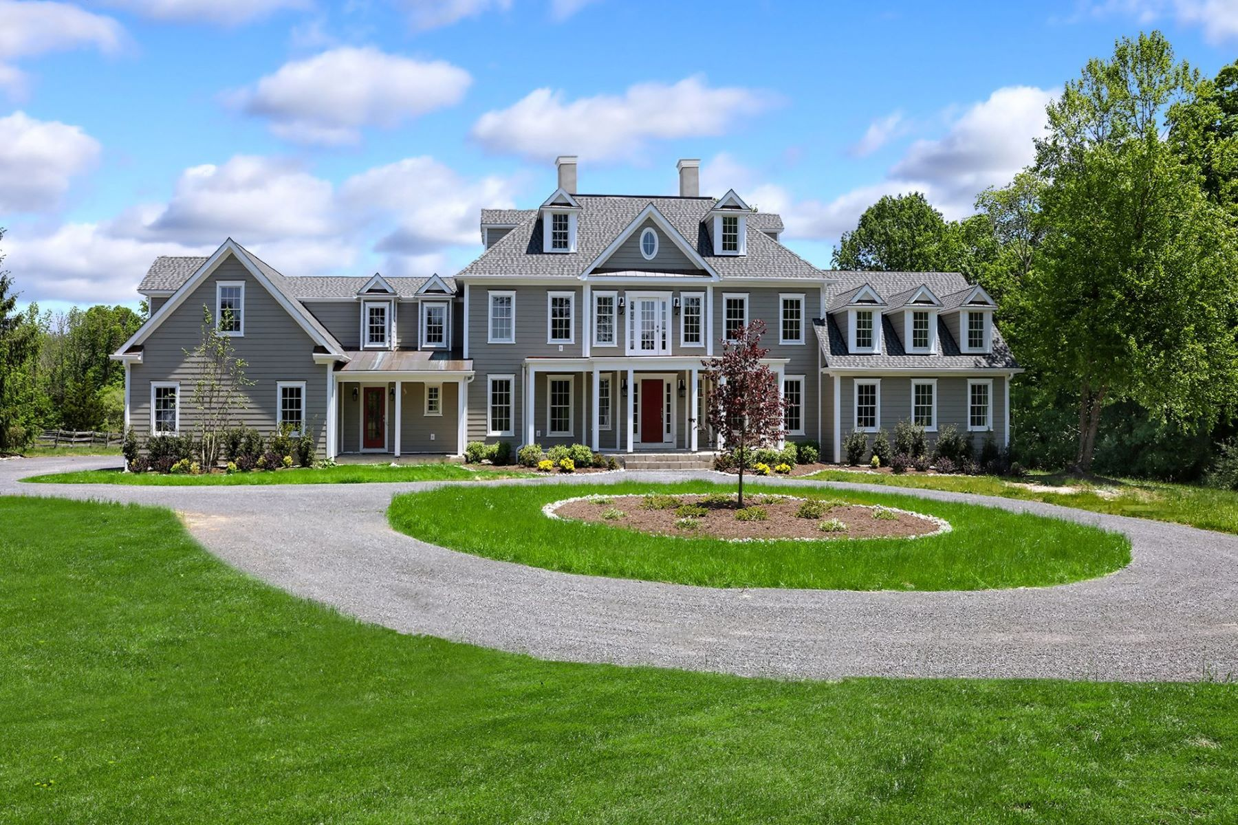 Single Family Homes pour l Vente à Every Amenity in this Spectacular Estate-Style Home 114 Federal Twist Road, Stockton, New Jersey 08559 États-Unis