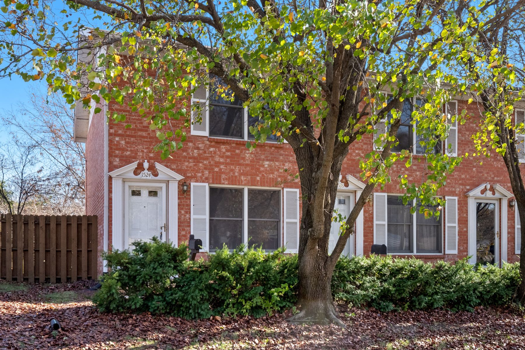 townhouses for Sale at Conveniently Located Townhome in Downtown Maplewood 1524 Yale Avenue Richmond Heights, Missouri 63117 United States