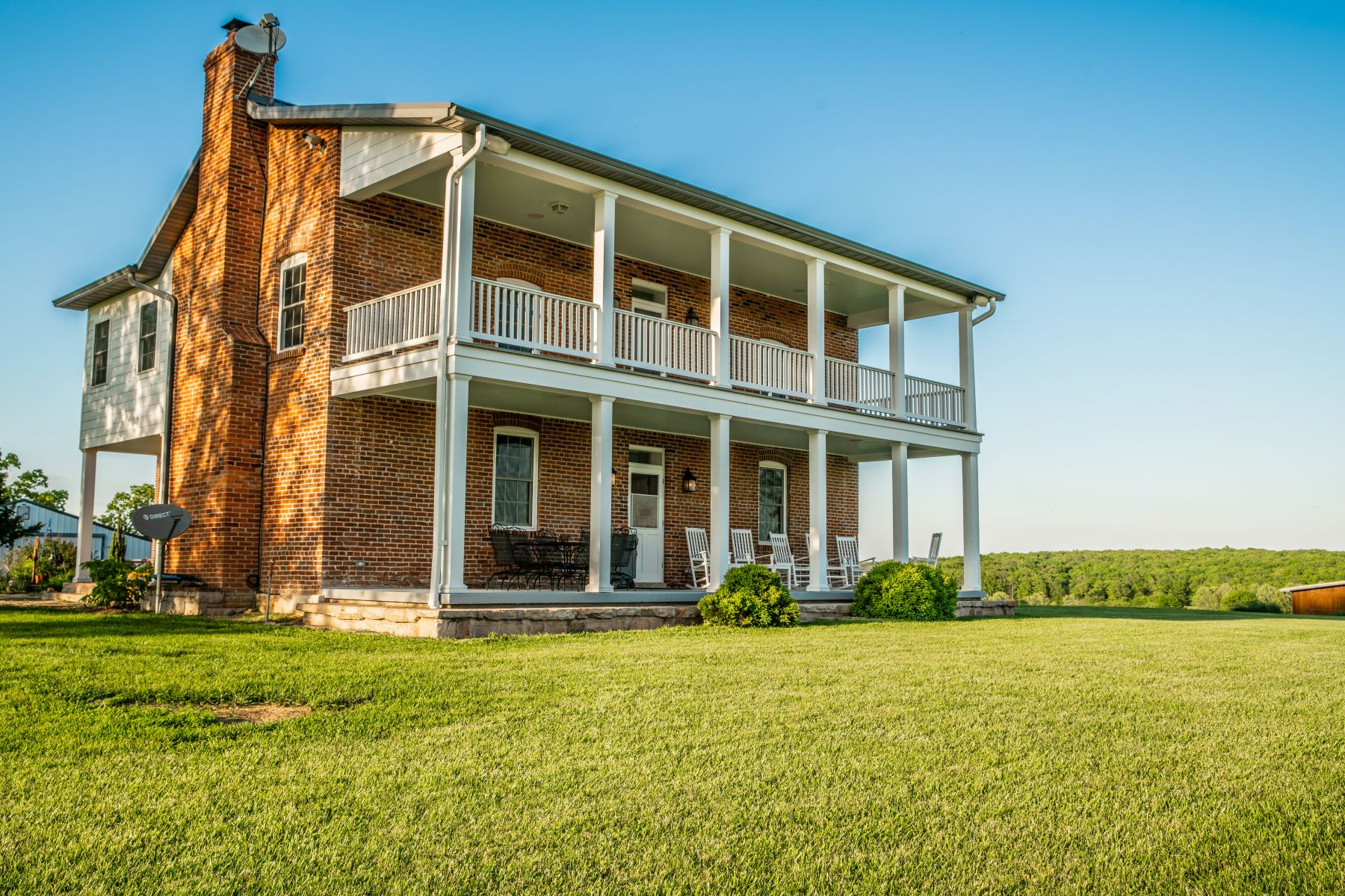 Single Family Homes for Sale at Beautiful Farm House on over 100 acres 2565 Melody Lane Cuba, Missouri 65453 United States