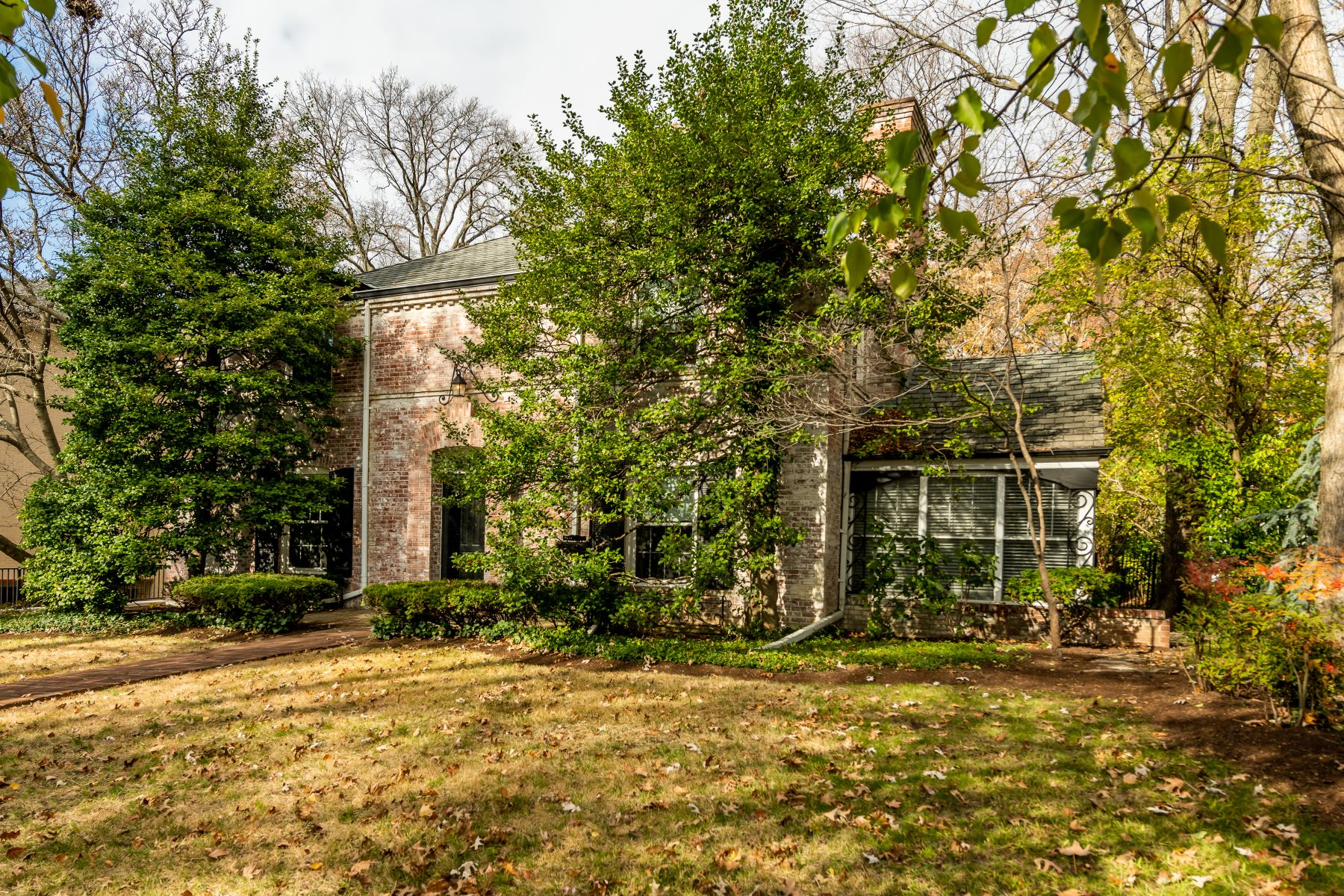 Additional photo for property listing at Quaint French Architectural Home in Clayton 7735 Davis Drive Clayton, Missouri 63105 United States