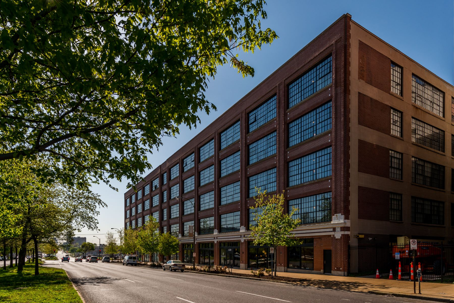 Condominiums for Sale at West End Lofts #518 4100 Forest Park Avenue #518 St. Louis, Missouri 63108 United States