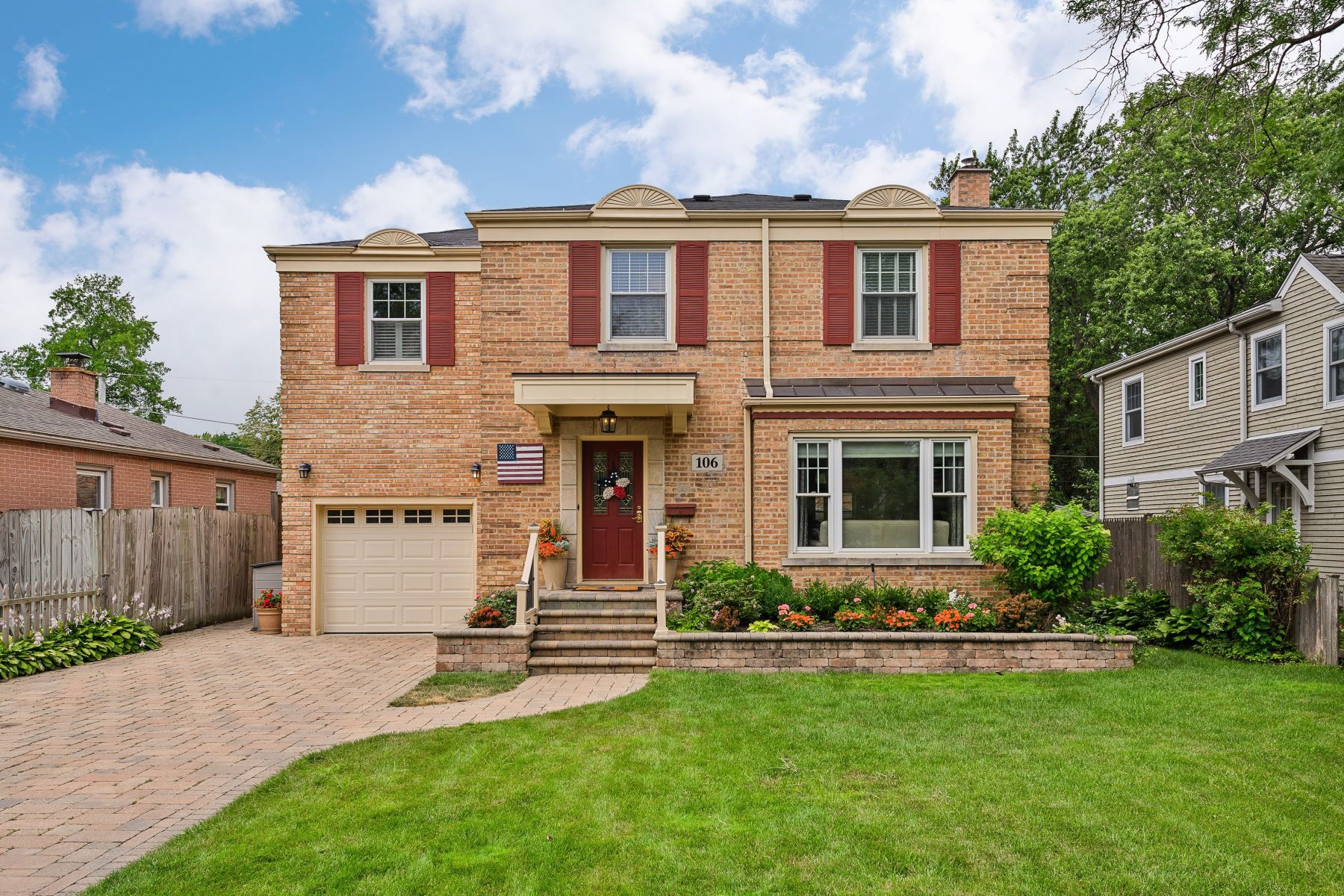 Single Family Homes para Venda às Classic, Expanded Georgian, 5 bedroom home is coveted Park Manor - Glenview 106 Lincoln Street, Glenview, Illinois 60025 Estados Unidos