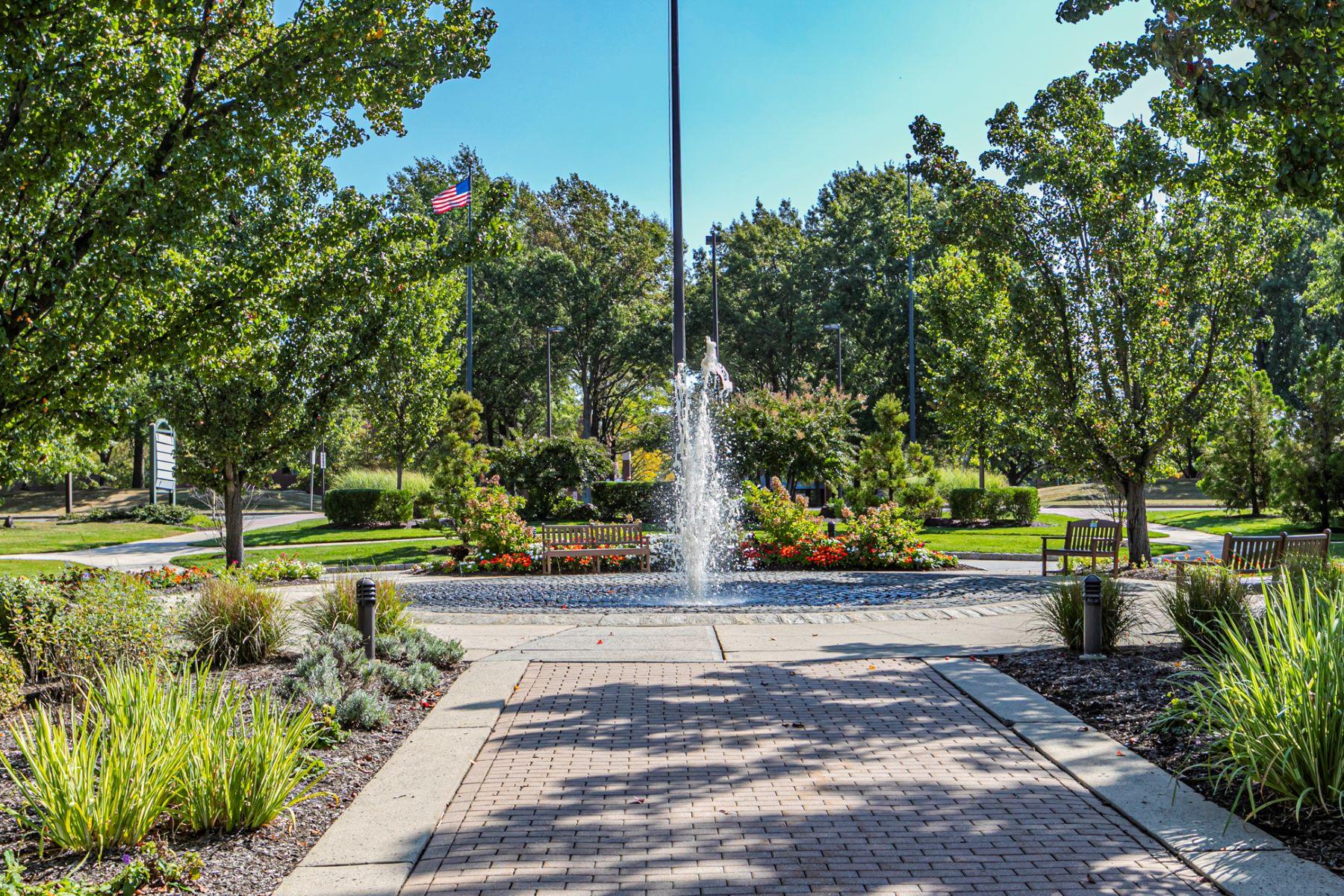 Apartments 용 매매 에 Natural Views & Joyful Colors Are A Delight! 2324 Windrow Drive, Princeton, 뉴저지 08540 미국