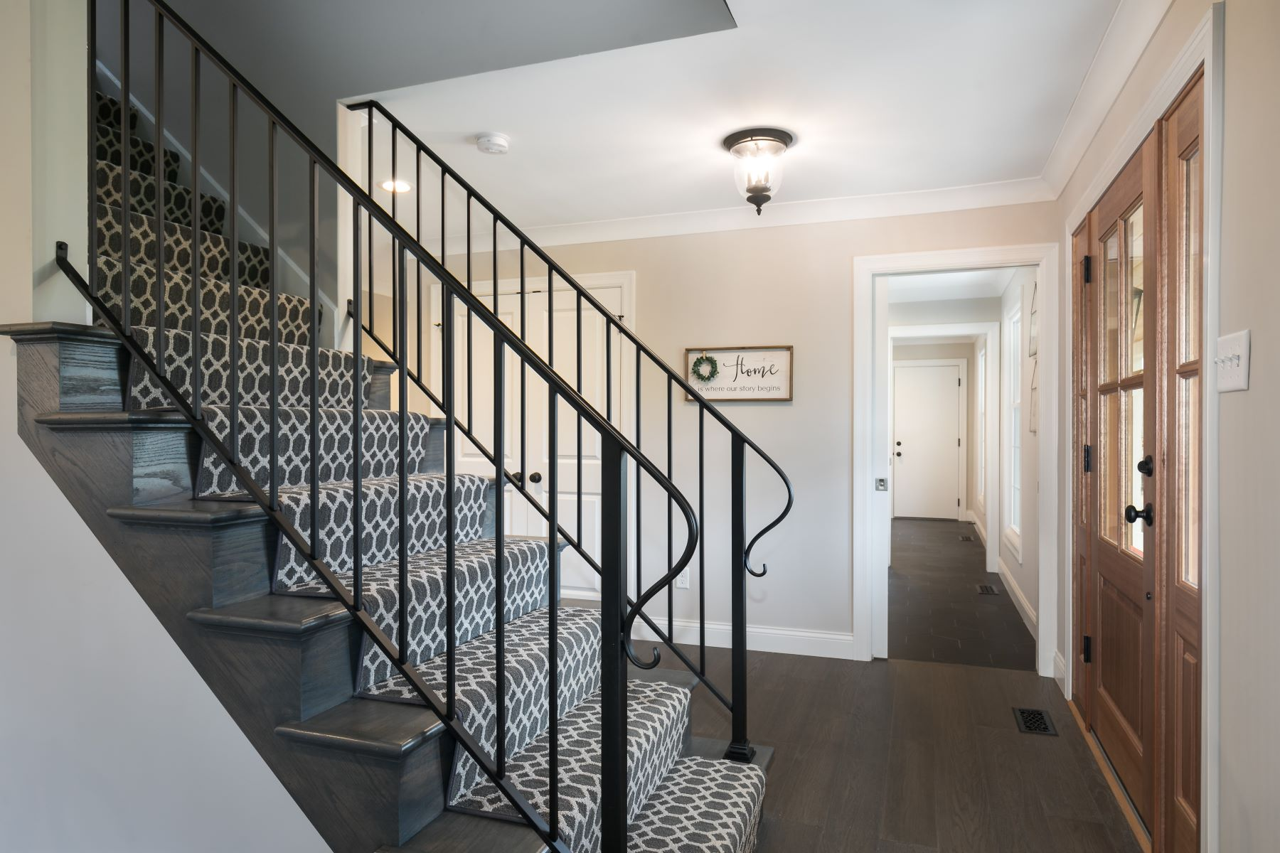 Additional photo for property listing at Newly Renovated 1.5 Story in Town & Country 837 Amersham Drive Town And Country, Missouri 63141 United States