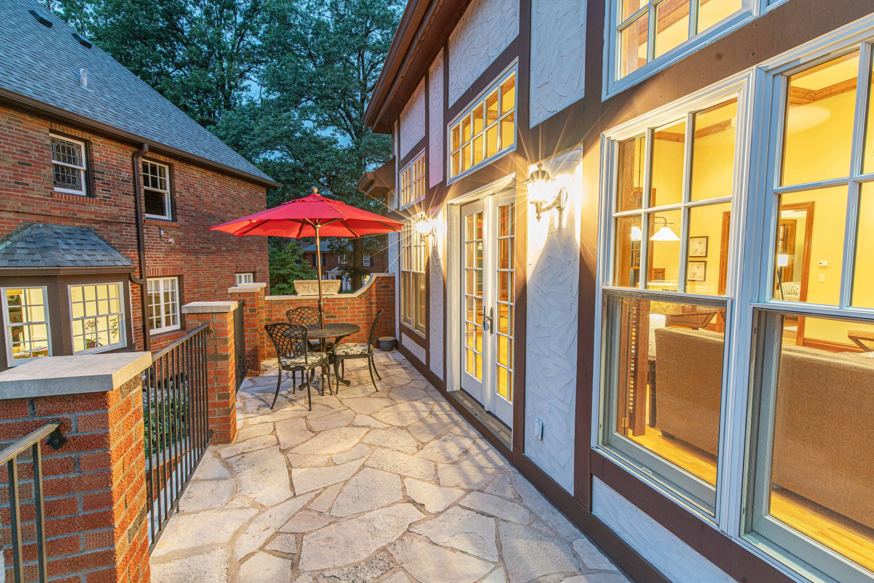 Additional photo for property listing at Immaculate Tudor in prestigious University Hills! 7298 Greenway Avenue University City, Missouri 63130 United States