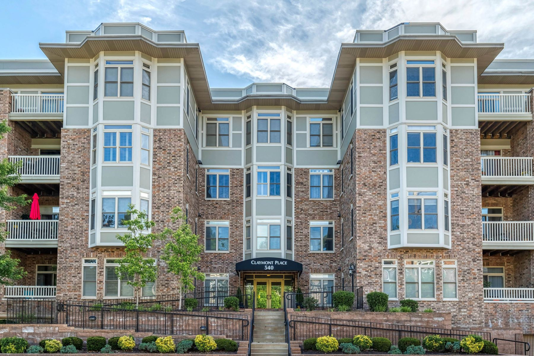 Condominiums for Sale at Popular Claymont Place Condominium 540 North and South Road, #104, University City, Missouri 63130 United States