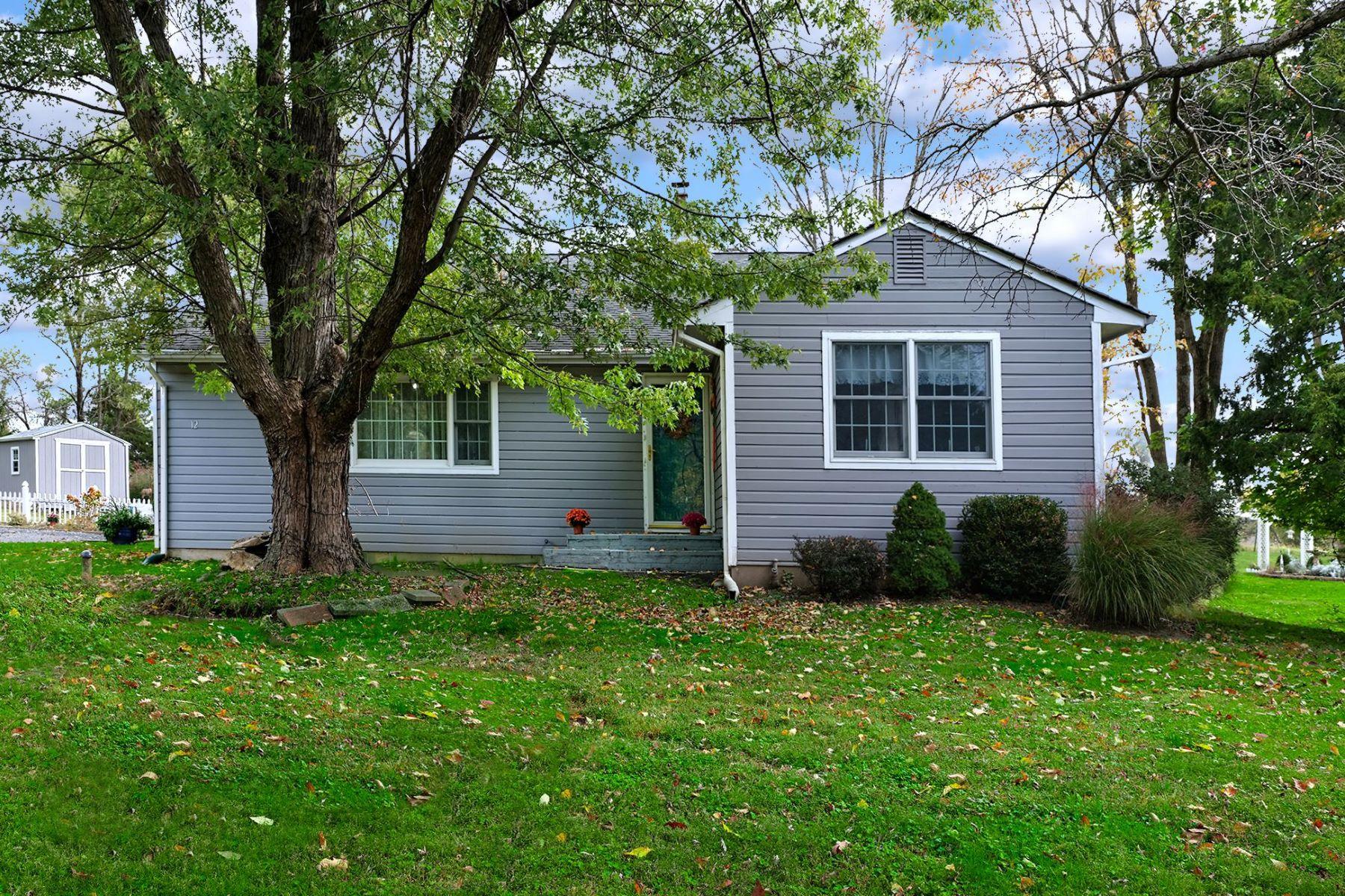 Single Family Homes για την Πώληση στο Move-In Ready Charmer Near Lambertville 12 Lake Drive, Lambertville, Νιου Τζερσεϋ 08530 Ηνωμένες Πολιτείες