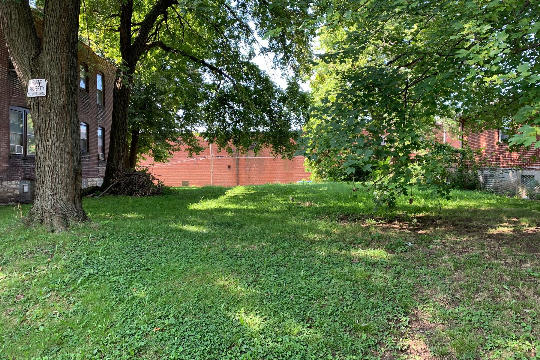 Land for Sale at Large Level Lot in Historic McKinley Heights 2034 Ann Avenue St. Louis, Missouri 63104 United States