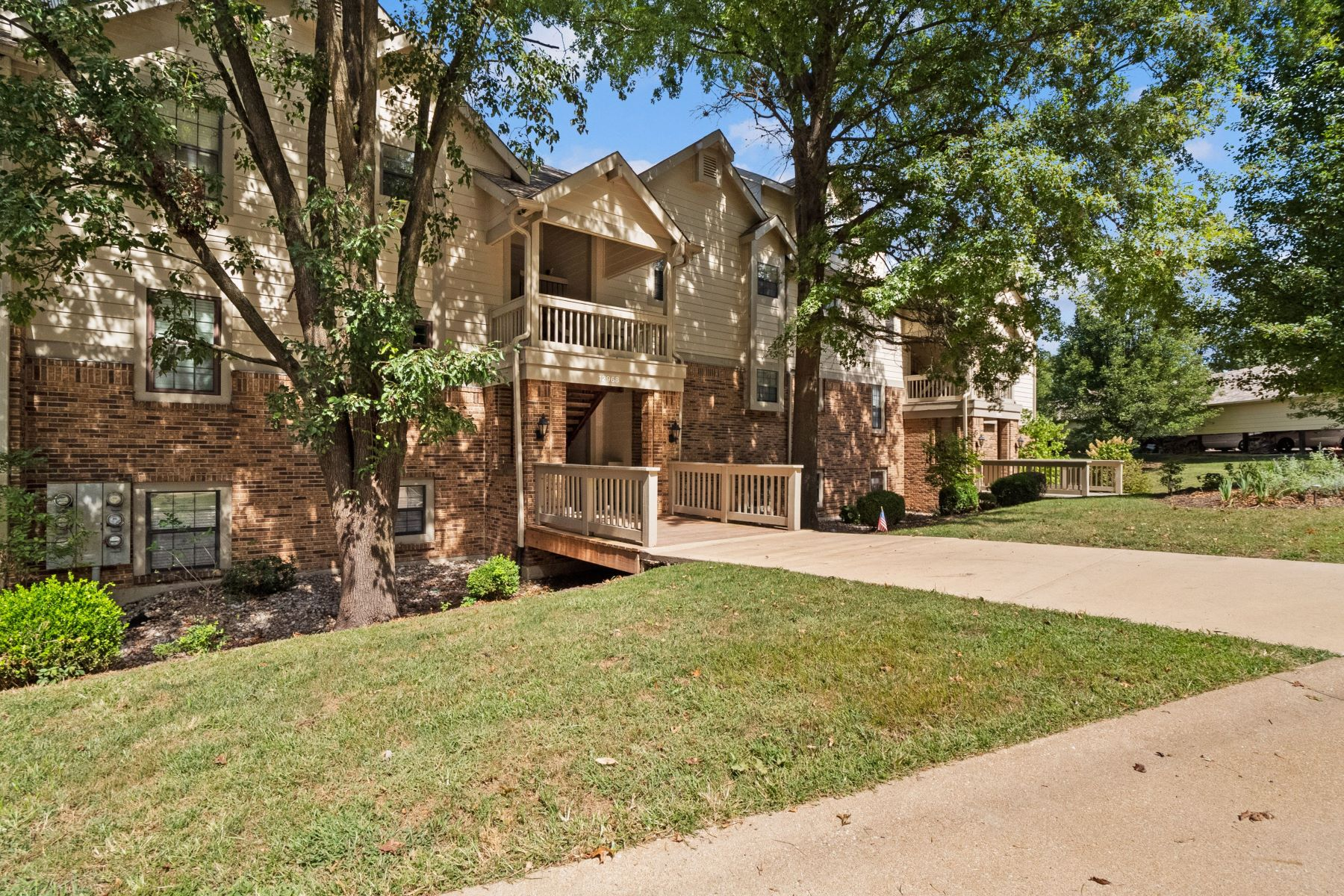 Condominiums for Sale at Maryland Heights' Finest Condo 12968 Bryce Canyon Drive Unit F Maryland Heights, Missouri 63043 United States