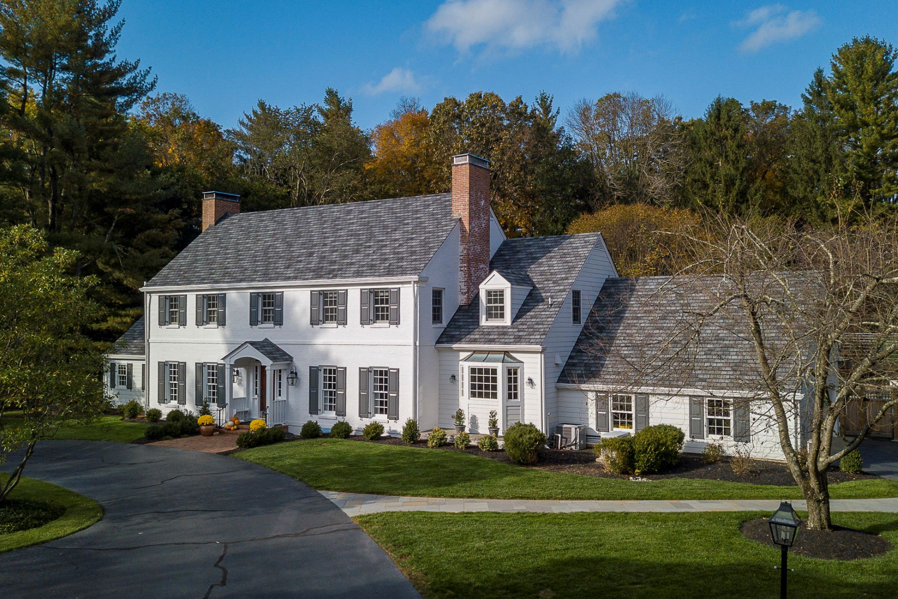 Property 용 매매 에 Of-The-Moment Makeover for a Classic Colonial 121 Winfield Road, Princeton, 뉴저지 08540 미국