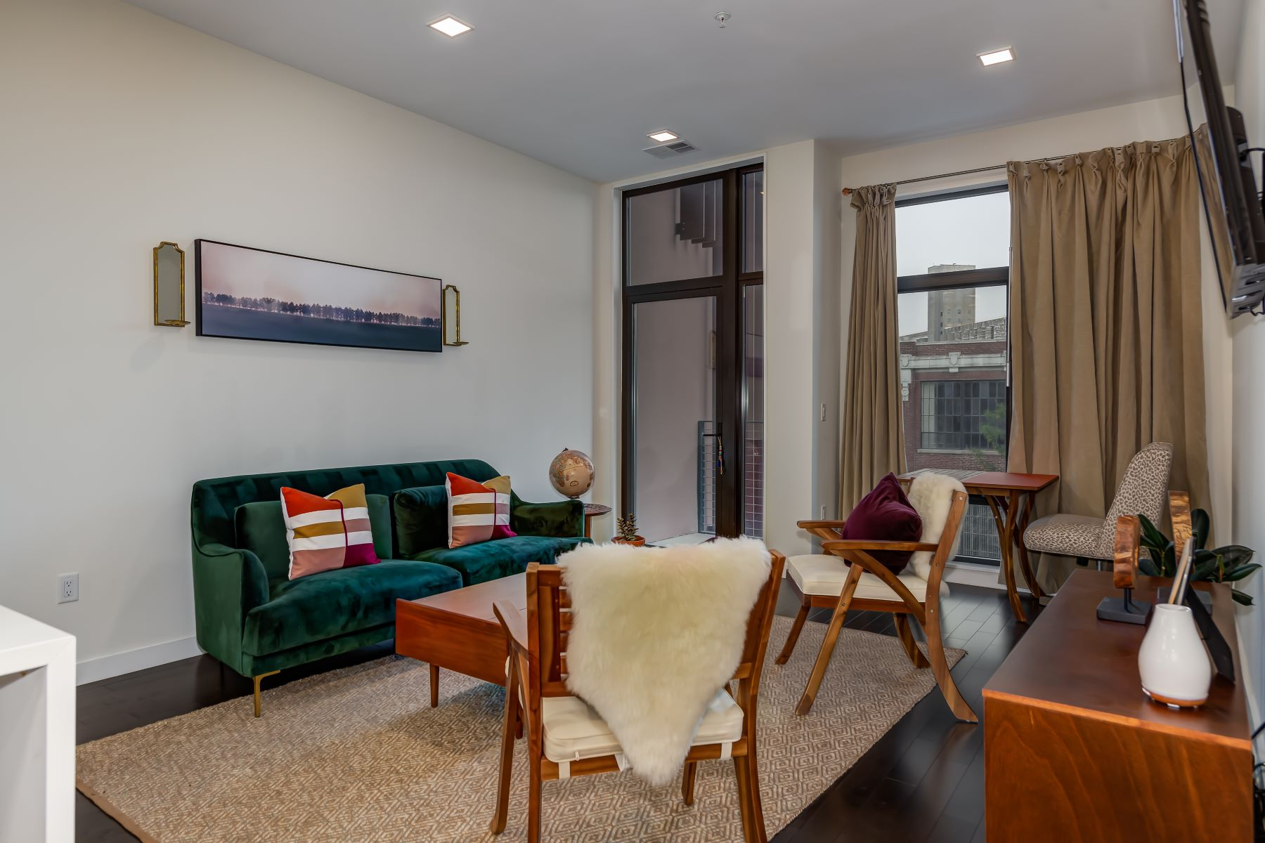 Additional photo for property listing at 4101 Laclede #412 4101 Laclede Ave #412 St. Louis, Missouri 63108 United States