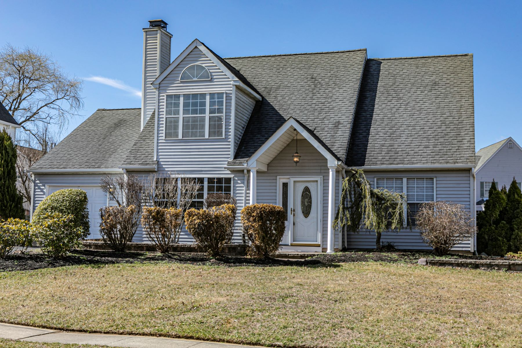 Single Family Homes for Sale at Light and Bright in Hamilton's Ravenscroft 18 Country Lane, Hamilton, New Jersey 08690 United States
