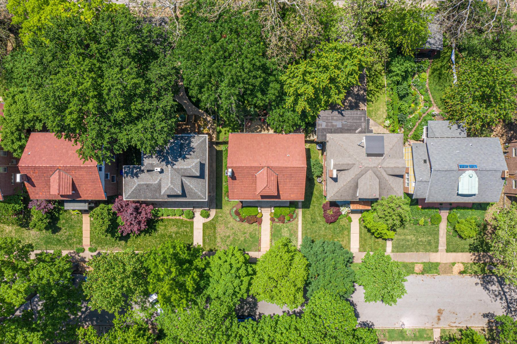 Additional photo for property listing at The Perfect House in Ames Place 6936 Pershing Avenue University City, Missouri 63130 United States