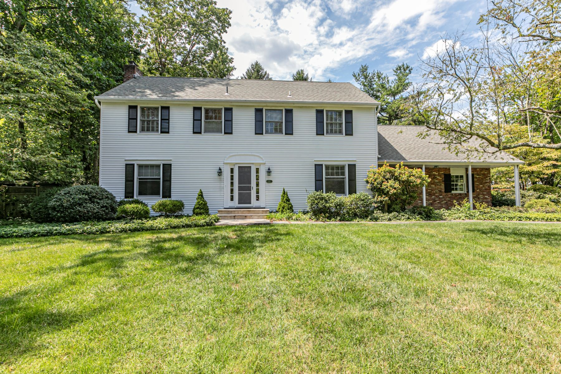 Single Family Homes για την Πώληση στο Beautiful Colonial-Style Home in Coveted Riverside 332 Riverside Drive, Princeton, Νιου Τζερσεϋ 08540 Ηνωμένες Πολιτείες
