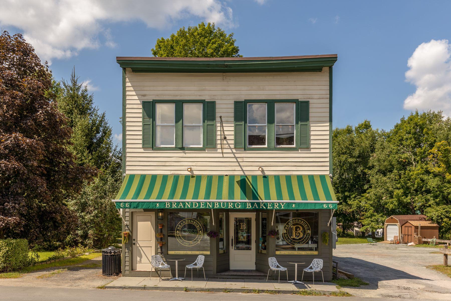 Single Family Homes 為 出售 在 Brandenburg Bakery 66 Main Street, Livingston Manor, 纽约 12758 美國