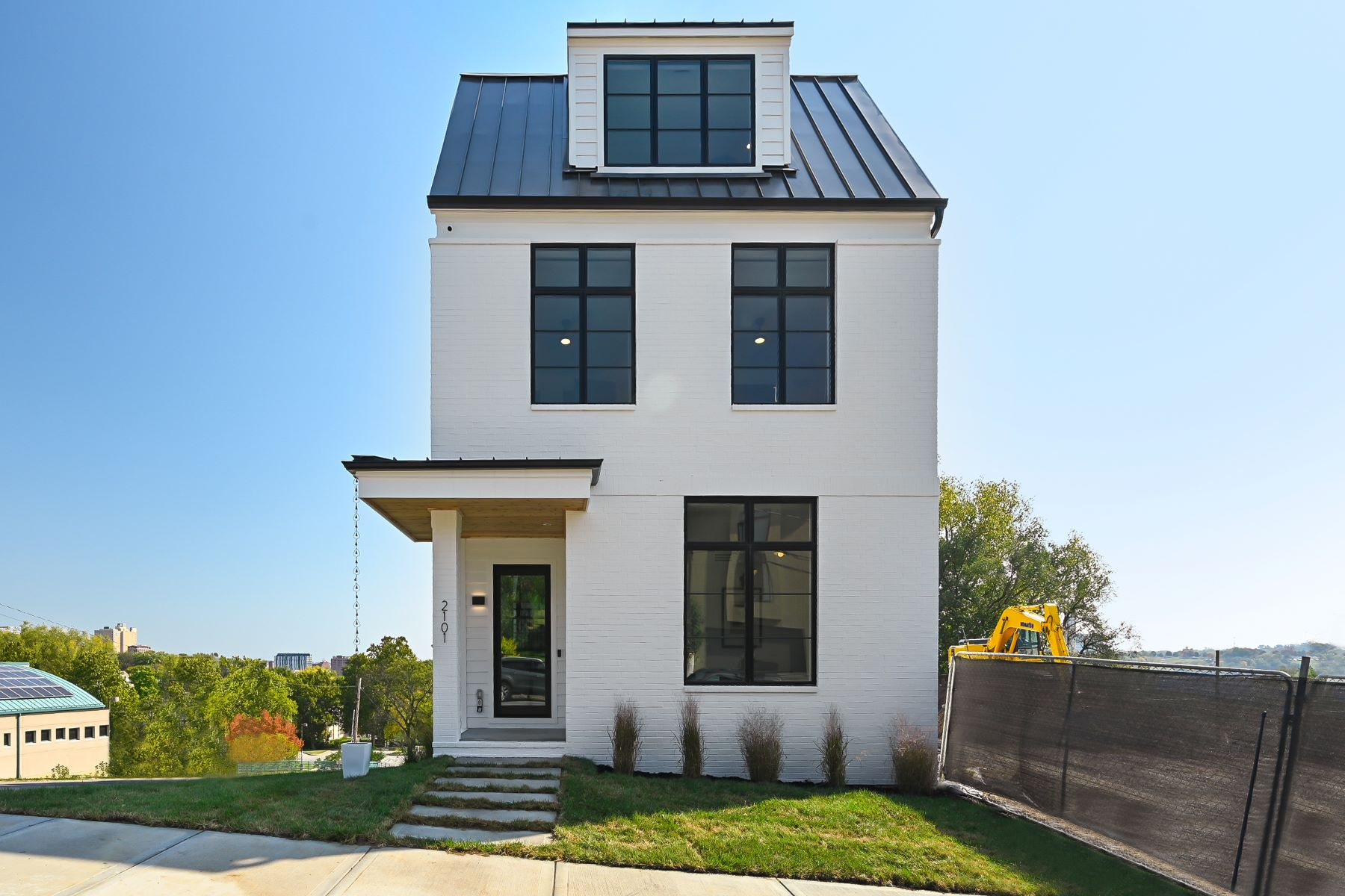 Single Family Homes for Sale at Historical Modern Row Home 2101 Belleview Avenue, Kansas City, Missouri 64108 United States