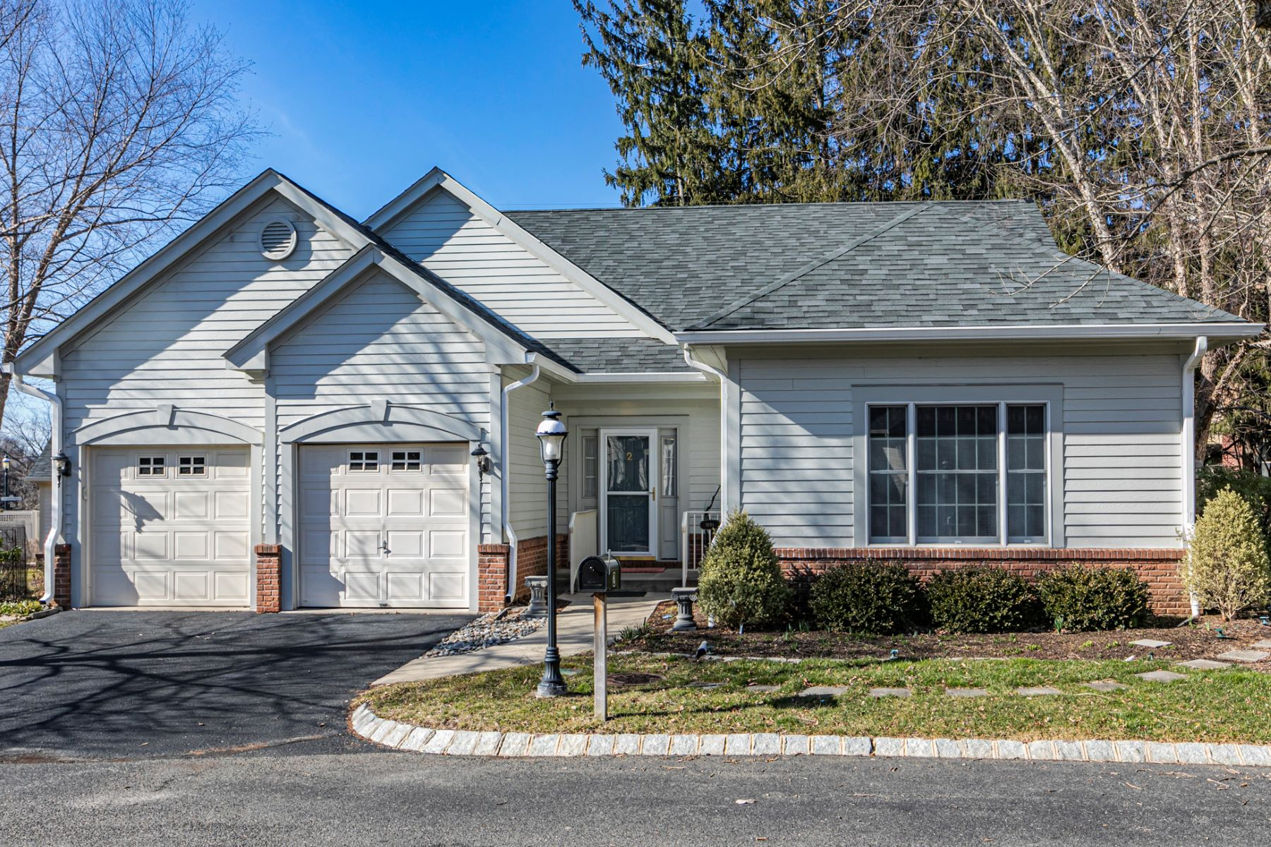 It's All Here… Space, Privacy & 5-Star Amenities 2 Birchwood Court, Princeton, New Jersey 08540 Vereinigte Staaten