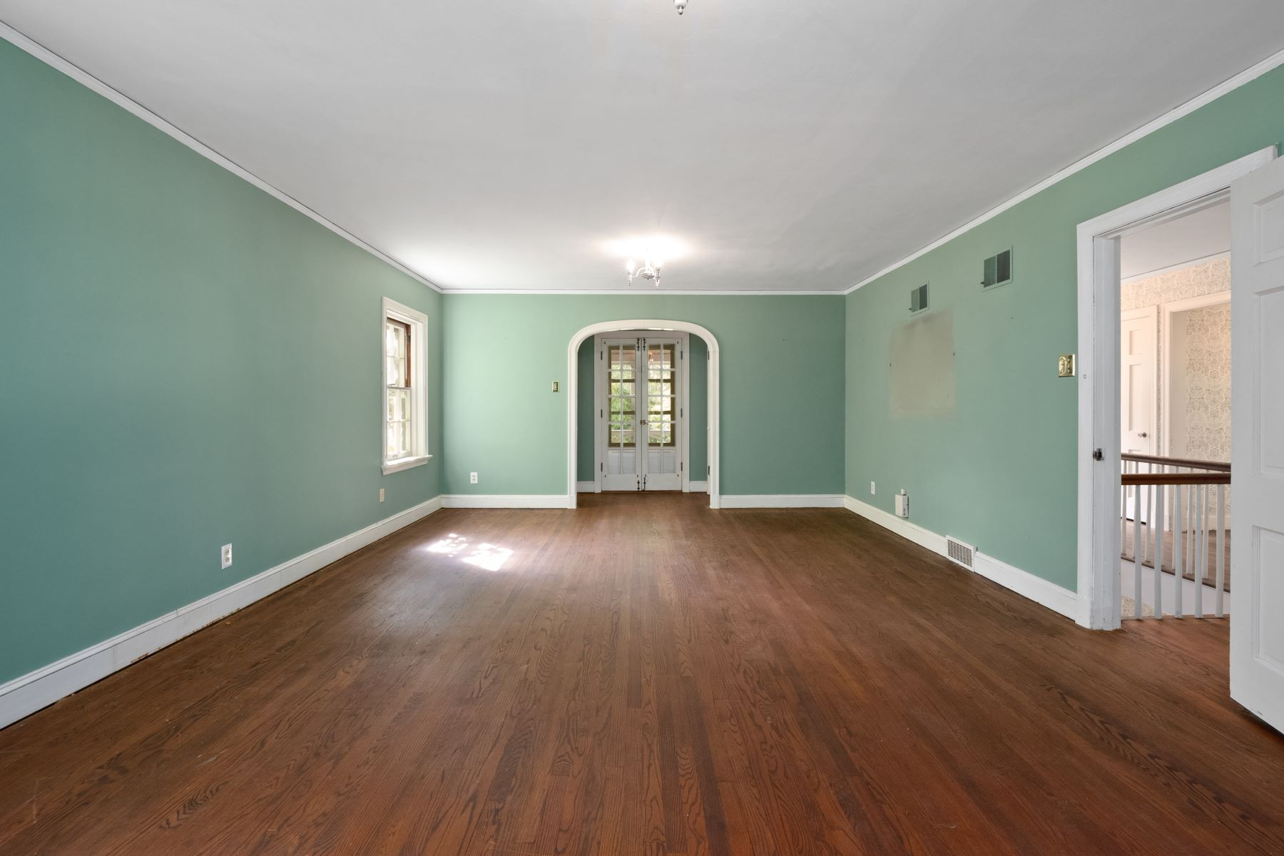 Additional photo for property listing at Where Love Prevails and Charm Abounds 55 Ridgemoor Drive Clayton, Missouri 63105 United States