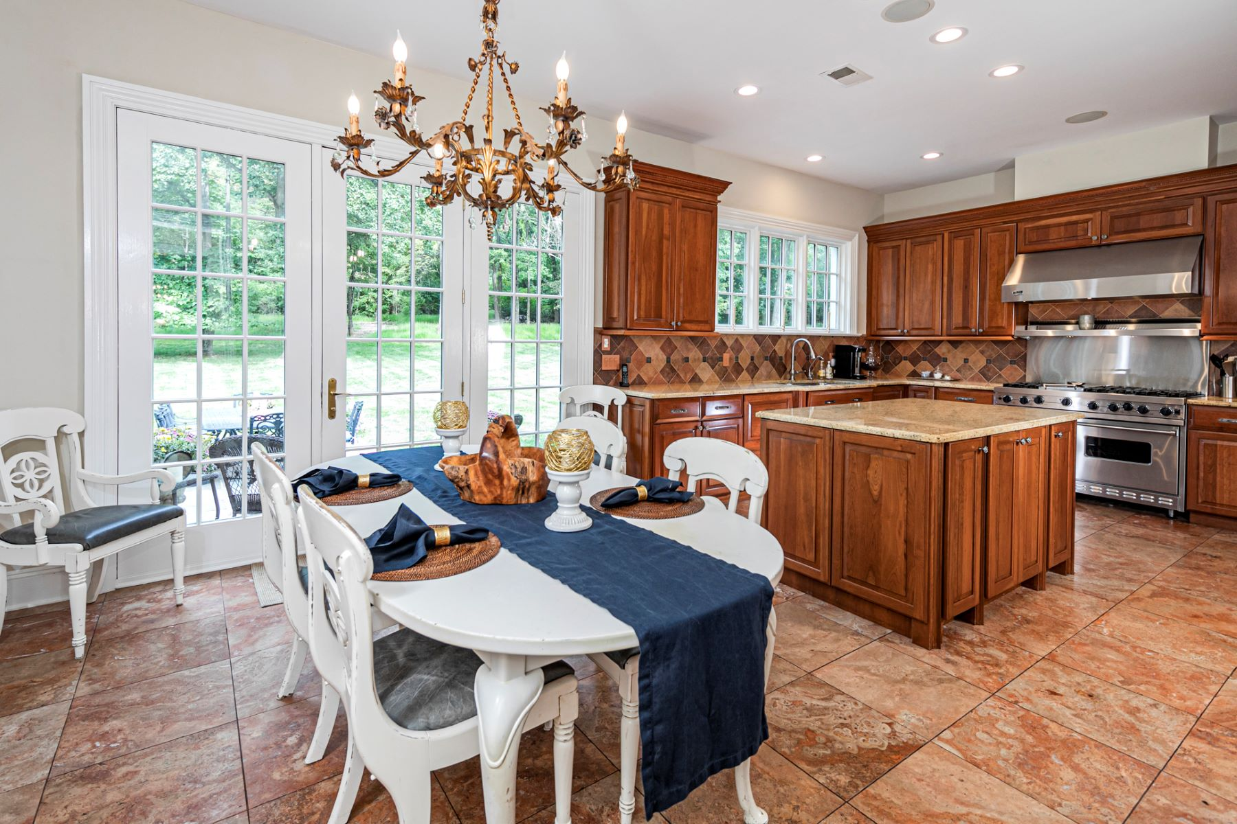 Additional photo for property listing at Beautifully Constructed Inside and Out 16 Fredrick Court, Princeton, New Jersey 08540 United States