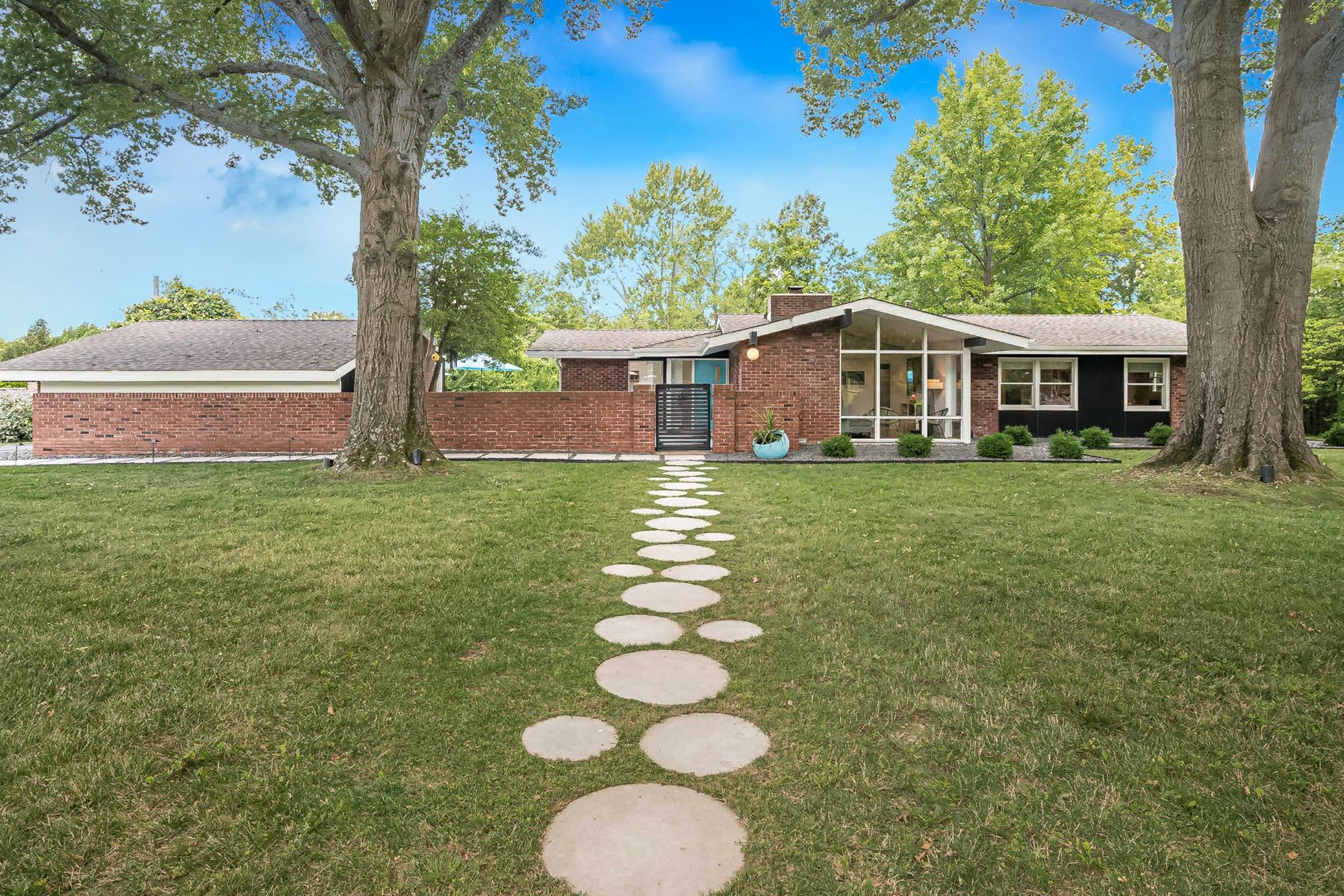 Single Family Homes for Sale at Updated and Sparkling Mid-Century Modern! 20 Sunswept Drive Creve Coeur, Missouri 63141 United States