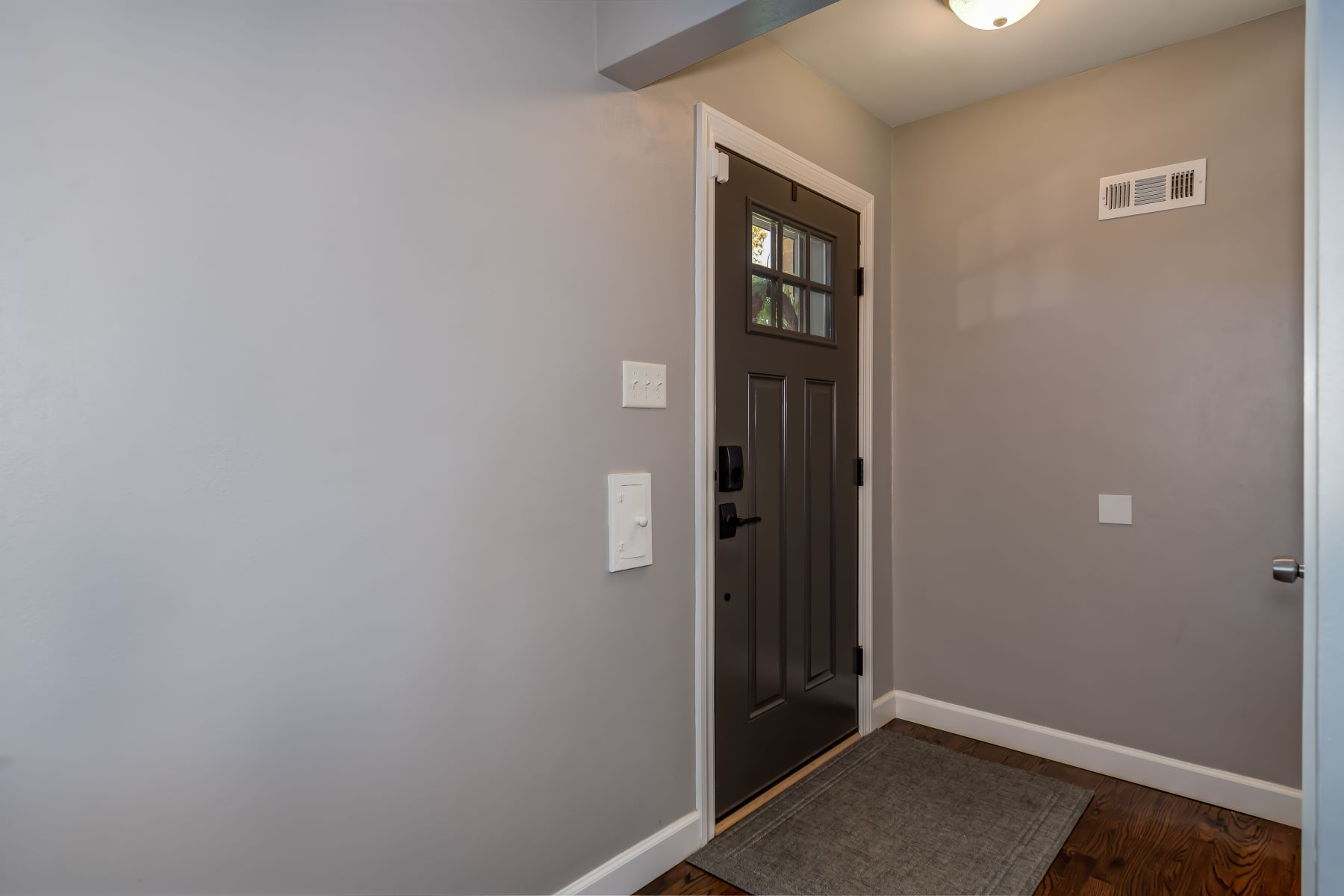 Additional photo for property listing at Fully Renovated Bungalow in Southampton Neighborhood 5226 Walsh Street St. Louis, Missouri 63109 United States