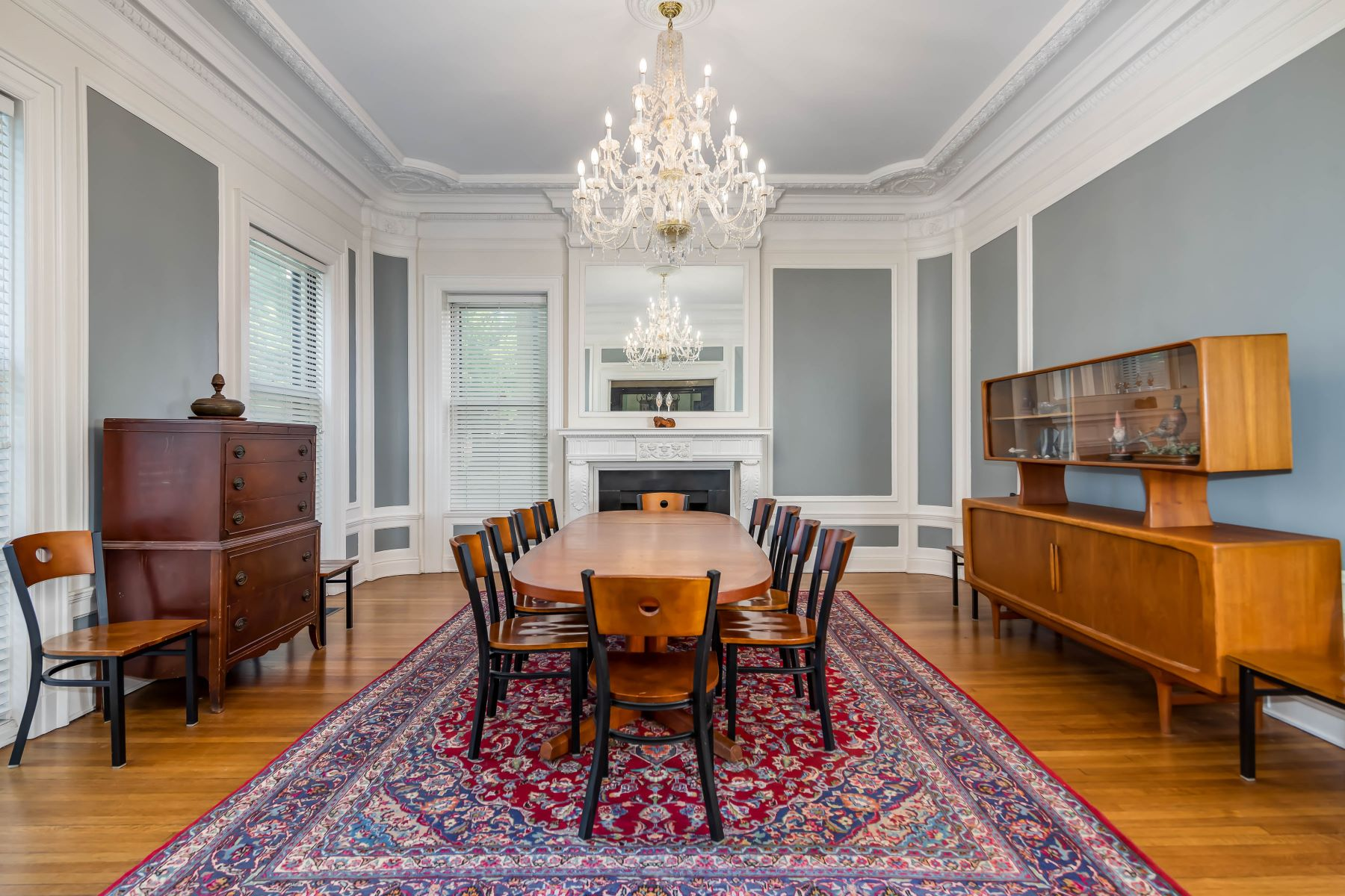 Additional photo for property listing at Historic Manse in the popular Washington Terrace neighborhood of the CWE 11 Washington Terrace St. Louis, Missouri 63112 United States