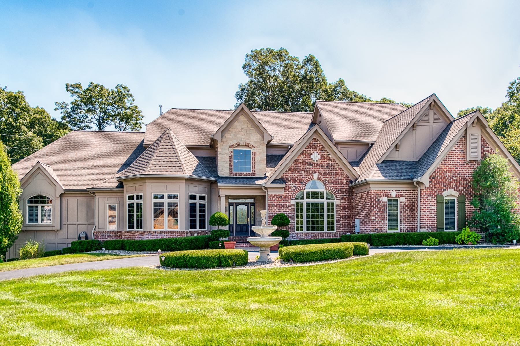 Single Family Homes for Sale at Luxurious Estate in private Wildwood neighborhood 18518 Great Meadow Road Wildwood, Missouri 63038 United States