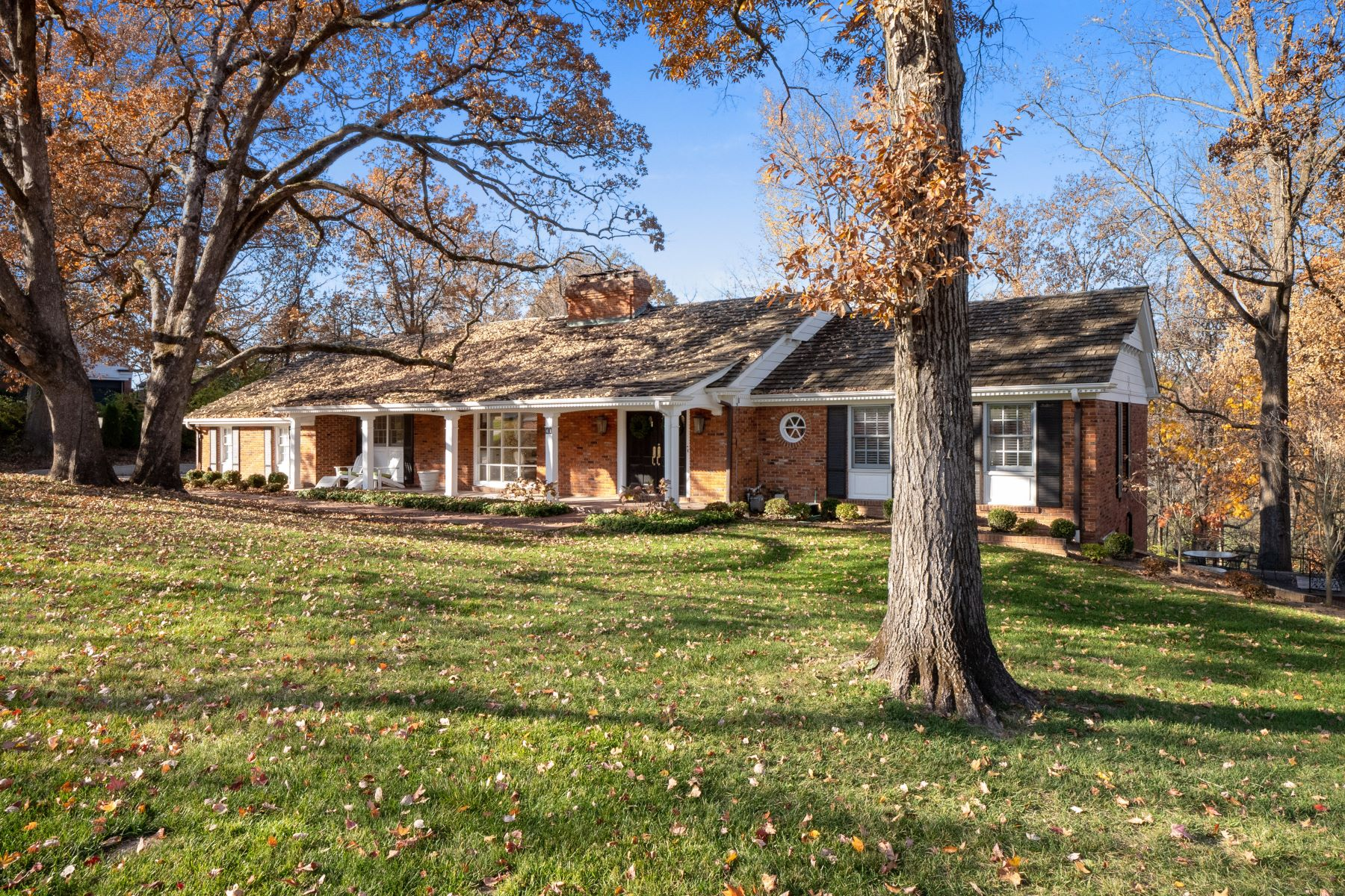 Single Family Homes for Sale at Exceptional Atrium Ranch 41 Trent Drive Ladue, Missouri 63124 United States