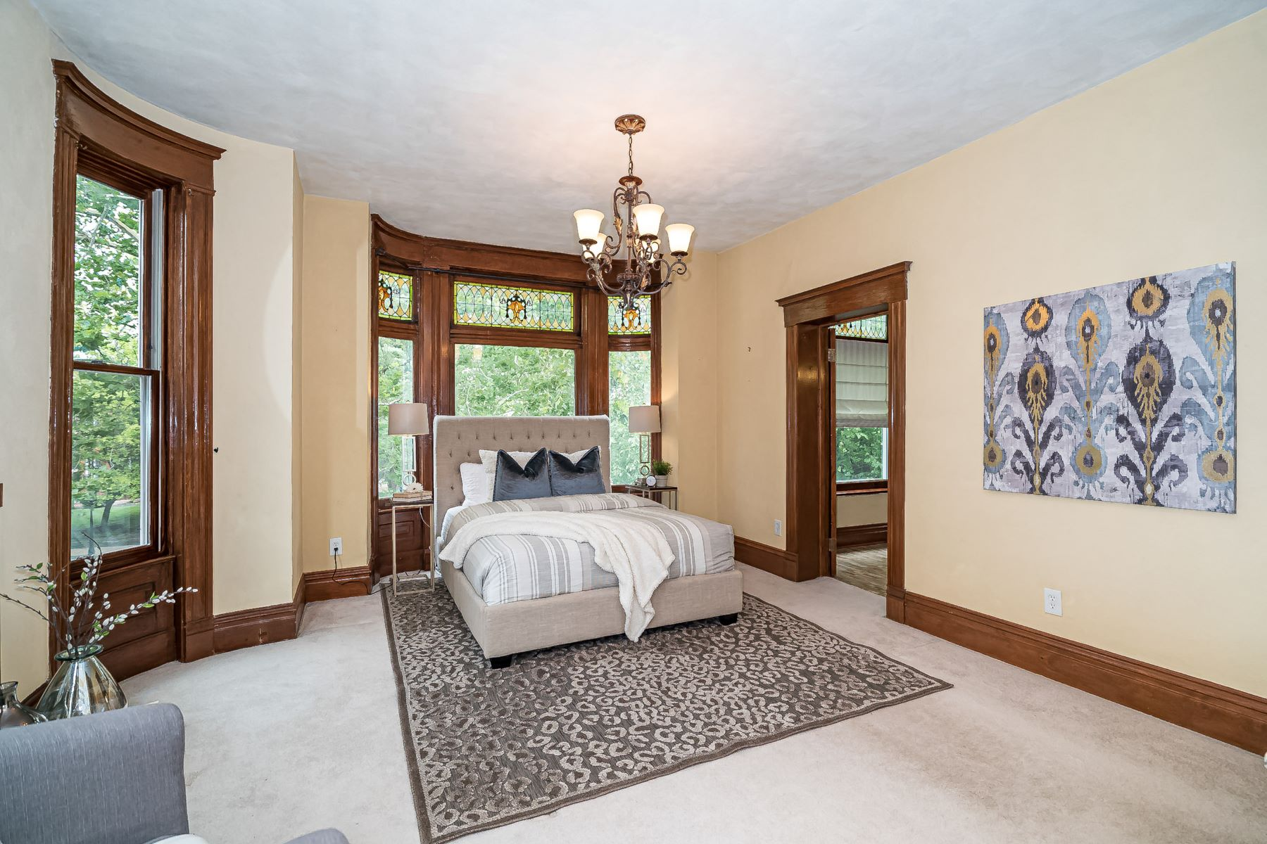 Additional photo for property listing at Vibrant Neighborhood - Historical Home 4362 West Pine Boulevard St. Louis, Missouri 63108 United States