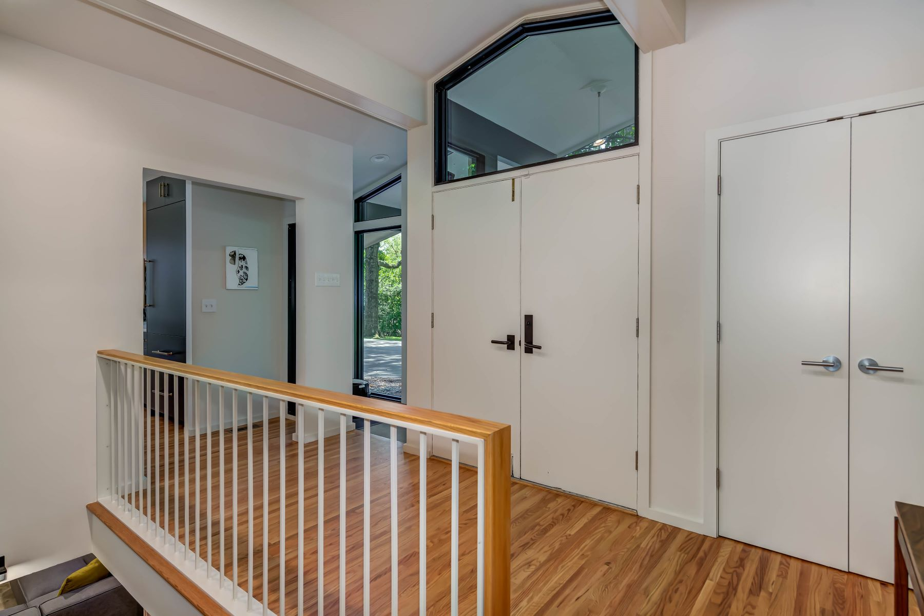 Additional photo for property listing at A Contemporary Masterpiece in the Ladue School District 10811 Rondelay Drive Creve Coeur, Missouri 63141 United States