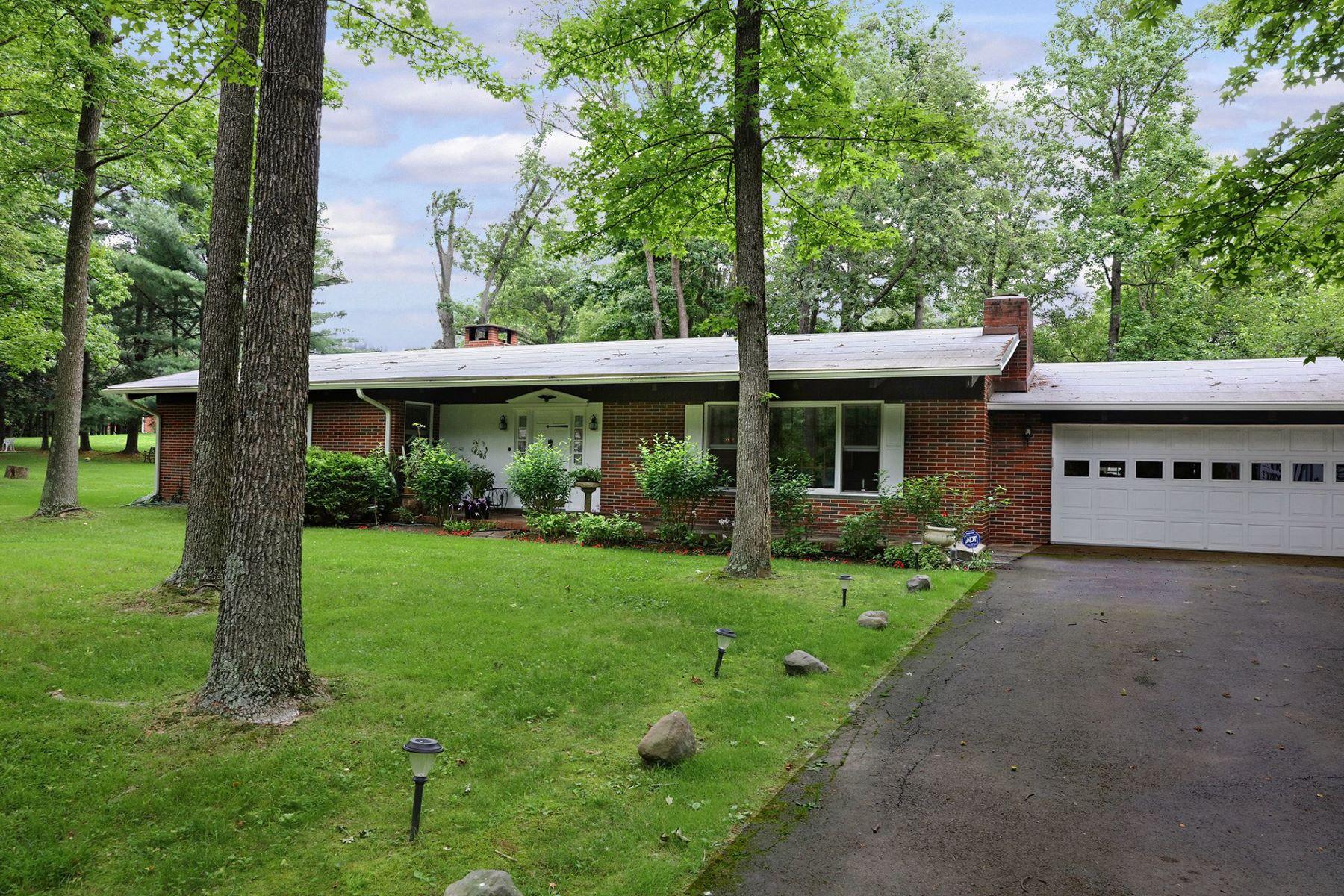 Single Family Homes 용 매매 에 Harmonious Blend of Comfort and Natural Warmth 165 Bull Run Road, Pennington, 뉴저지 08534 미국