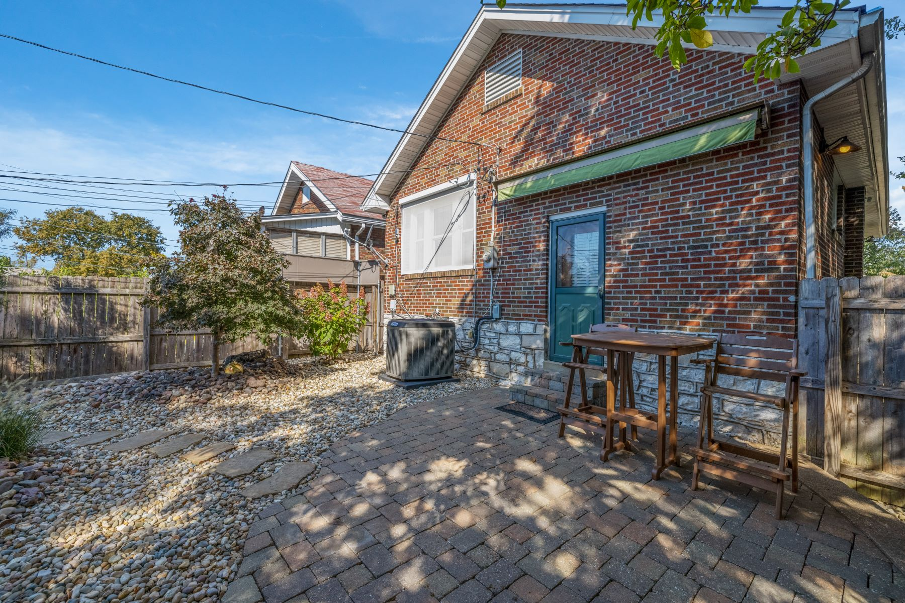 Additional photo for property listing at Updated Urban Bungalow in the Heart of South City 5300 Chippewa Street St. Louis, Missouri 63109 United States
