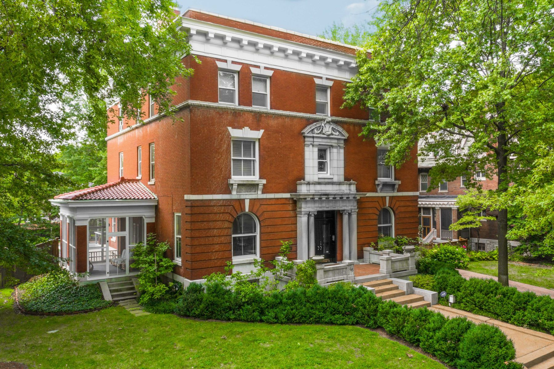 Single Family Homes for Sale at Beautiful Central West End Manse on a Private Street 46 Washington Terrace St. Louis, Missouri 63112 United States