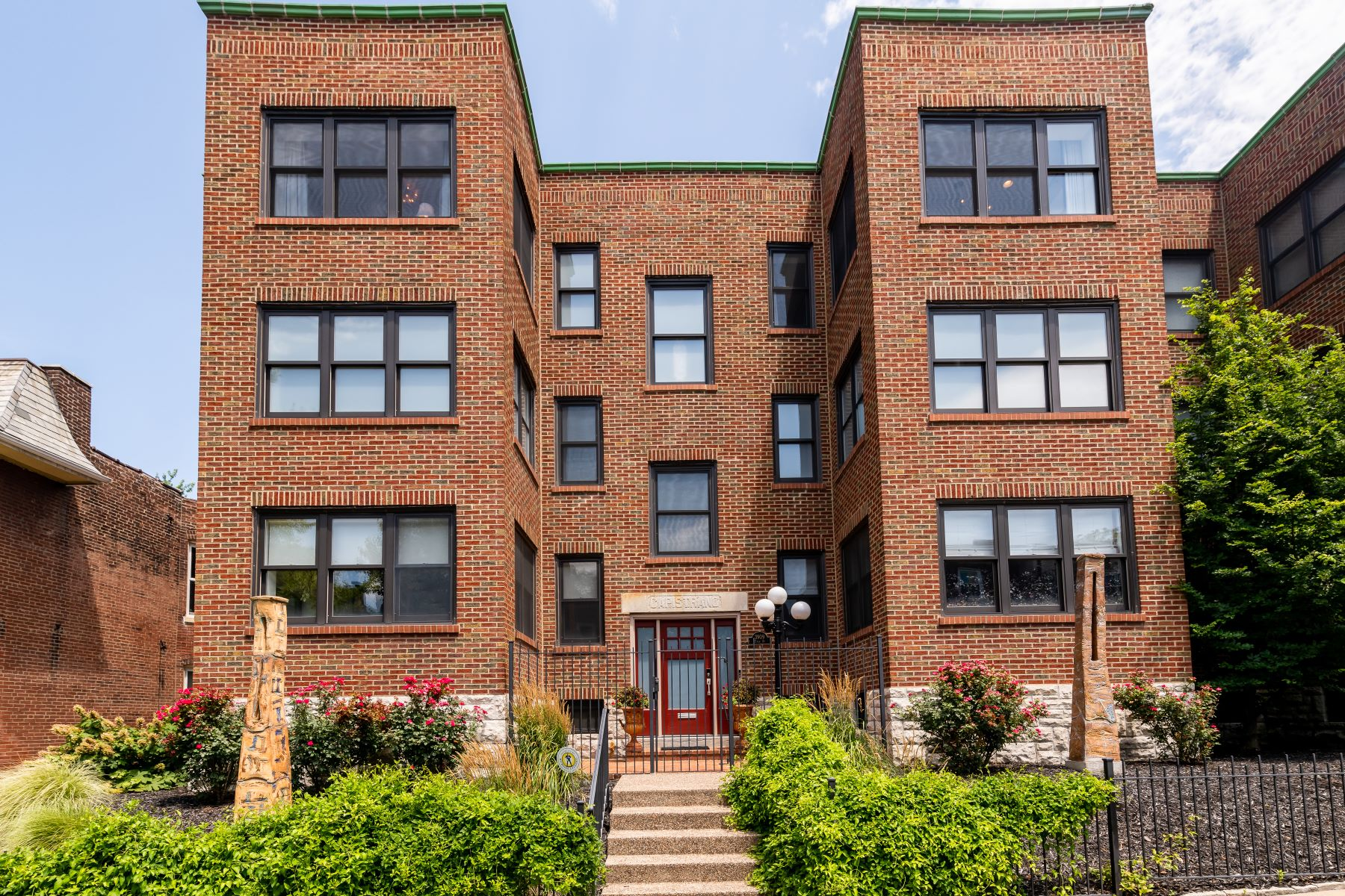 townhouses for Sale at Four-Story Luxury Townhome in Mint Condition 3909 Utah Street St. Louis, Missouri 63116 United States