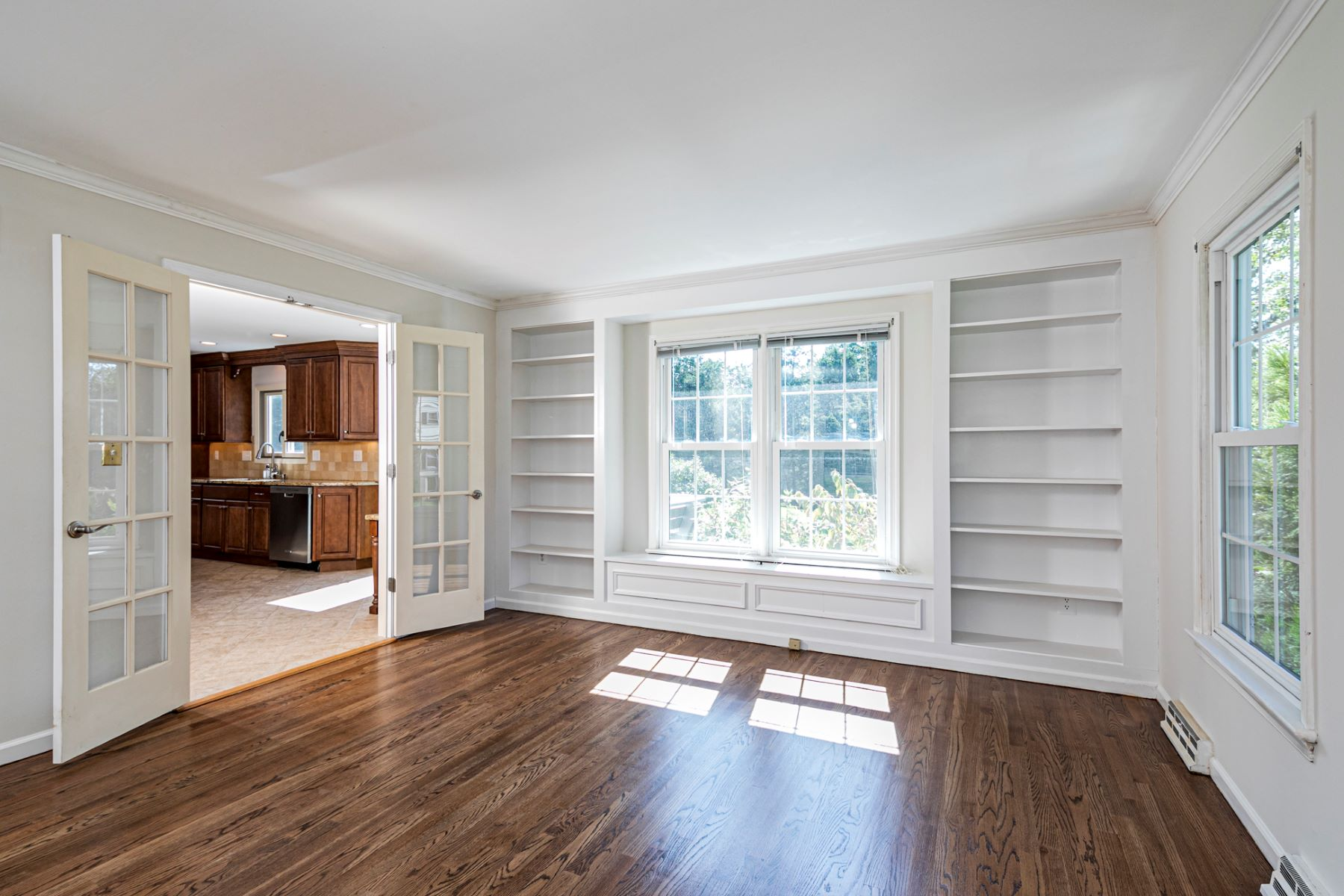 Additional photo for property listing at All About Lifestyle Here 4 Meadow Lane, Pennington, New Jersey 08534 United States