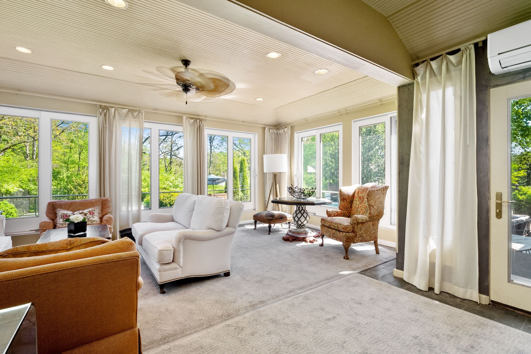 Additional photo for property listing at Country Club Living At Its Best 9875 Litzsinger Road St. Louis, Missouri 63124 United States