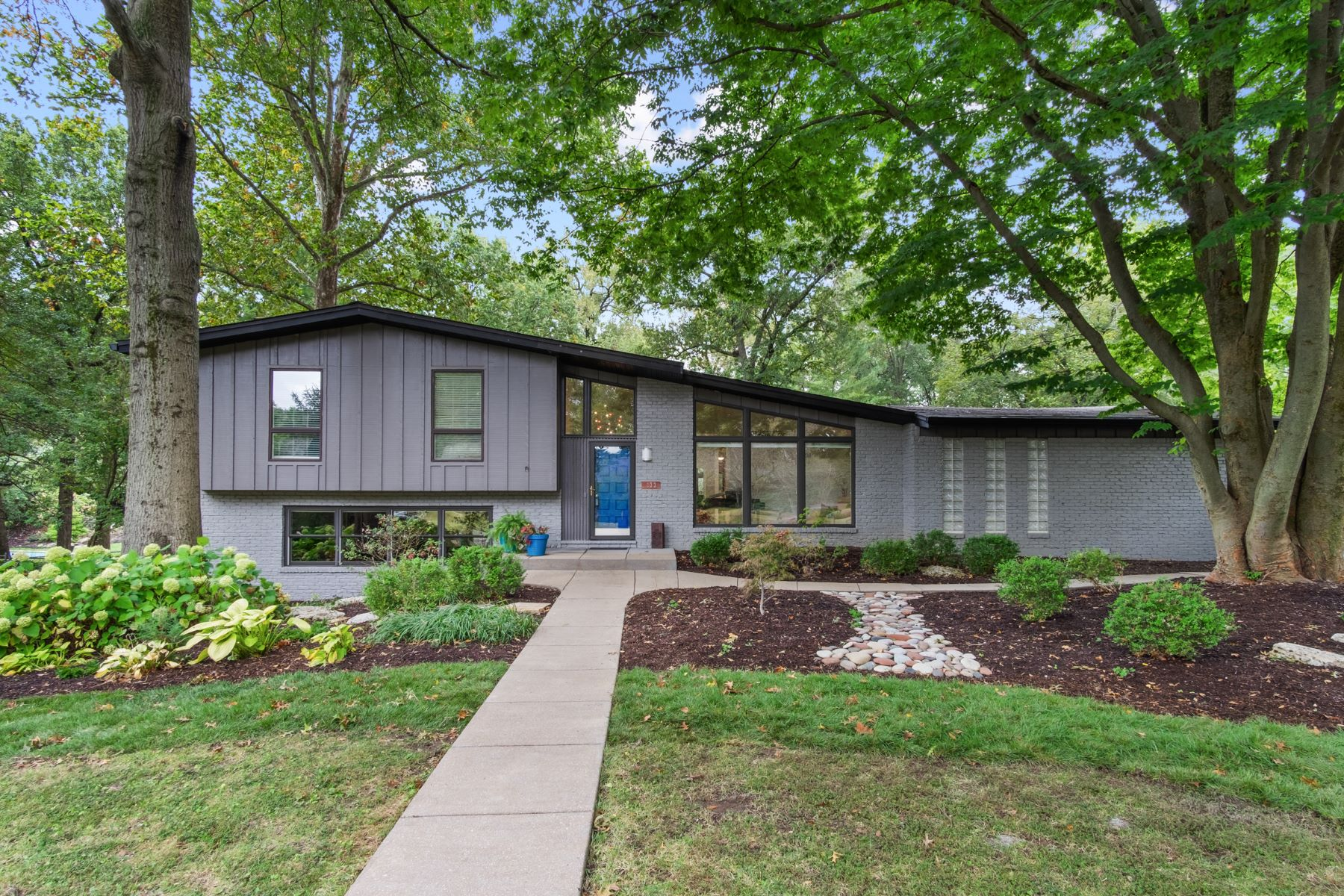 Single Family Homes for Sale at Gorgeous Mid-Century Multi-Level Home 333 Magna Carta Drive Creve Coeur, Missouri 63141 United States