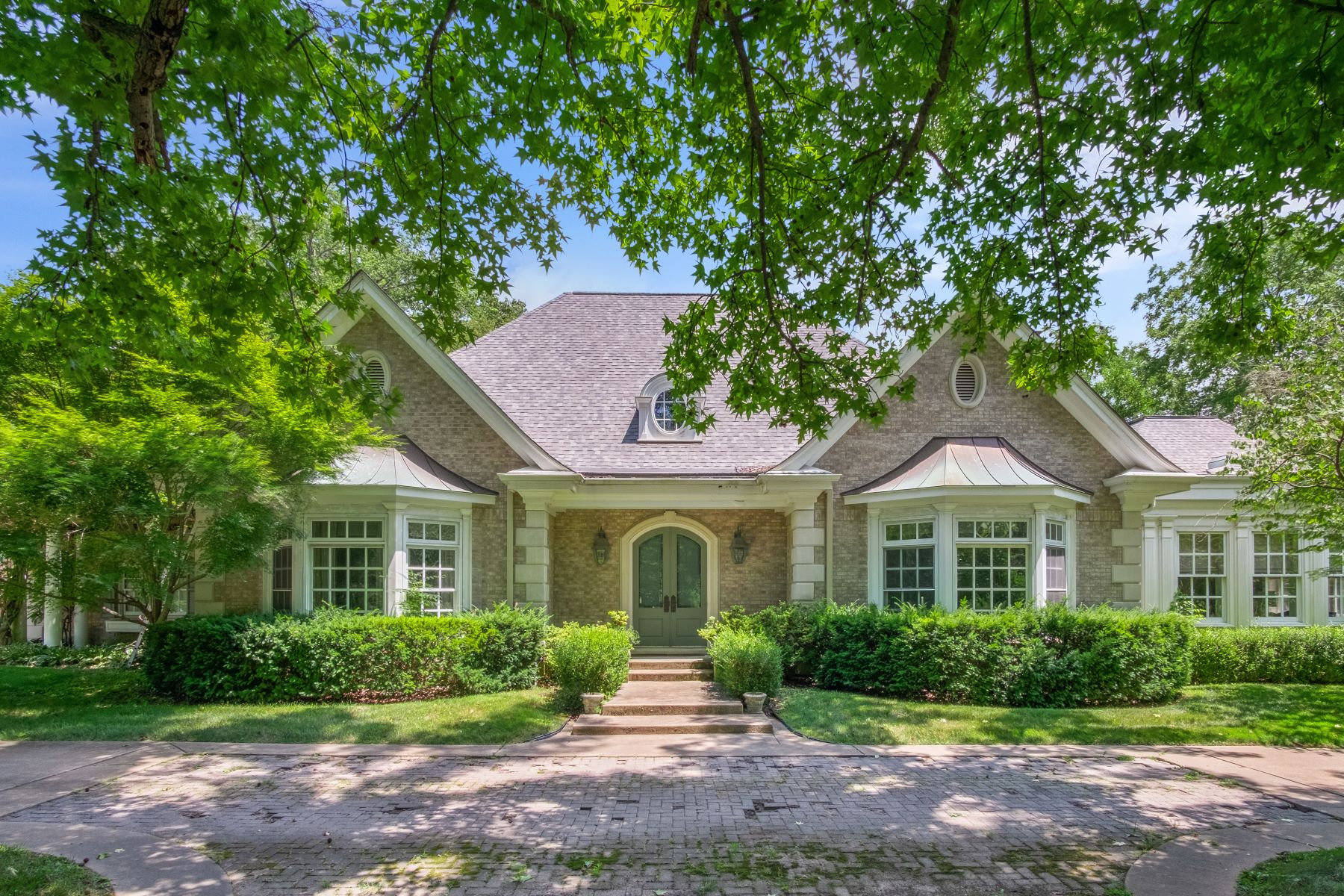 Single Family Homes for Sale at Exceptional Opportunity to Create Your Dream Home 2038 North Geyer Road Frontenac, Missouri 63131 United States