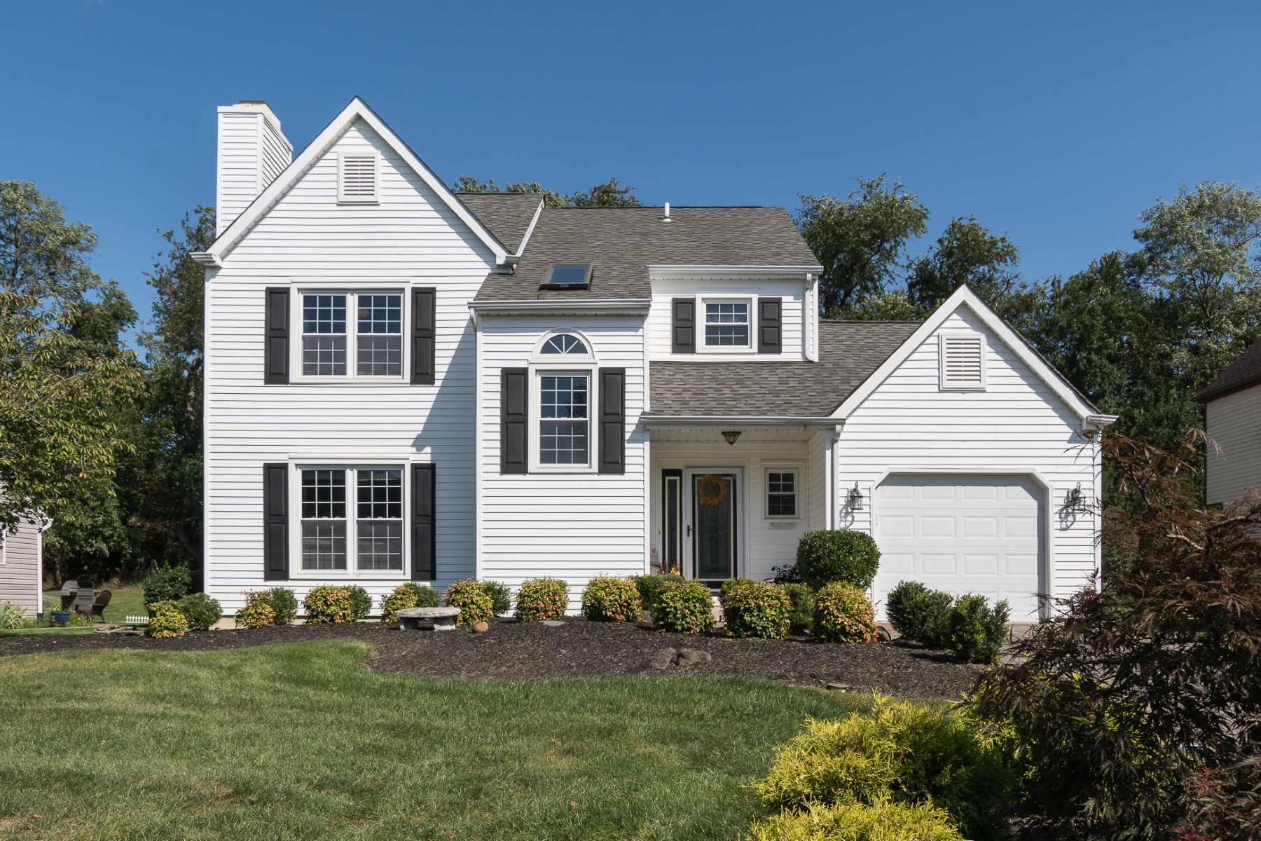 Single Family Homes for Sale at Pretty as a Picture in Hamilton's Ravenscroft 9 Country Lane, Hamilton, New Jersey 08690 United States